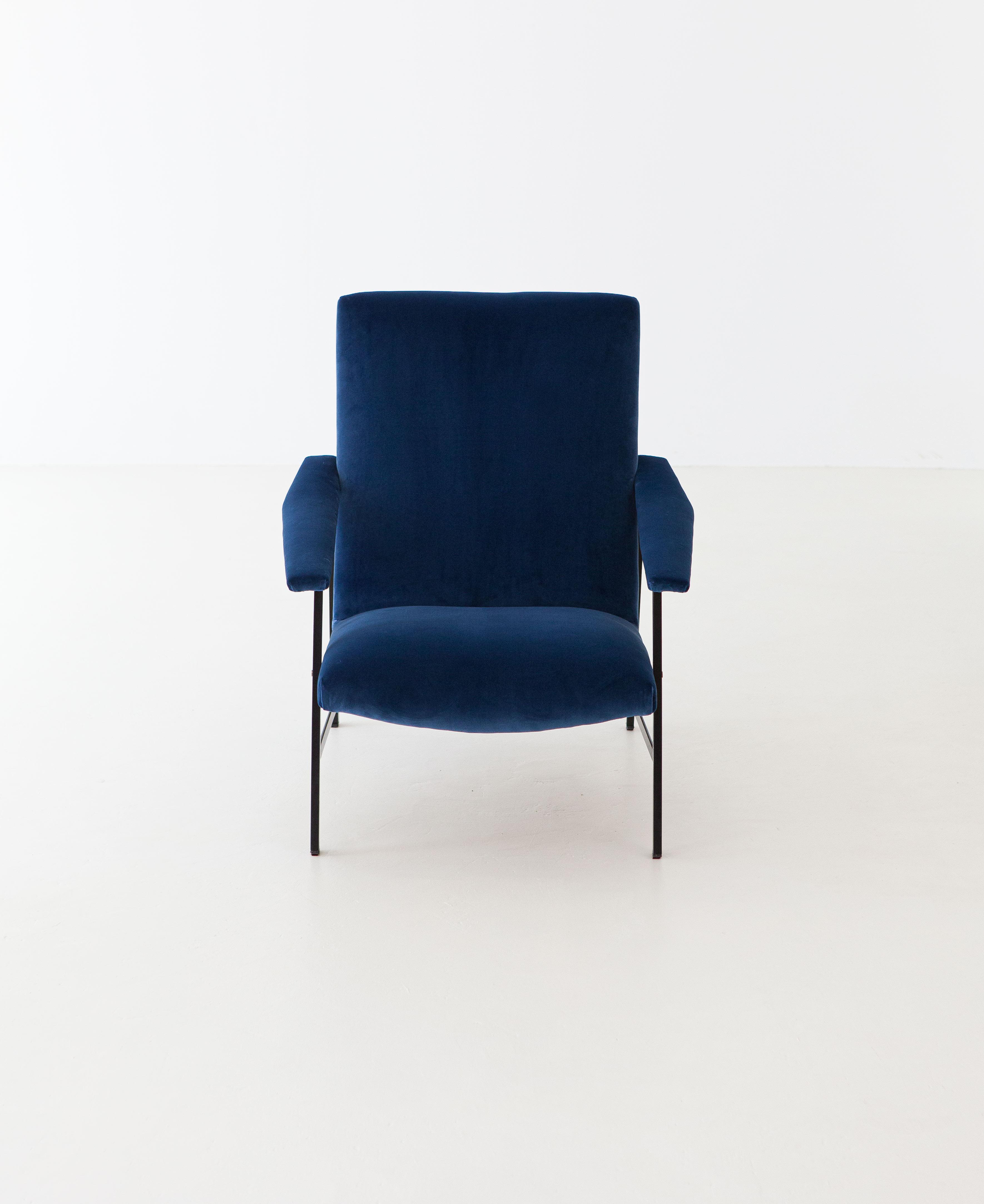 1950s-Italian-blu-velvet-lounge-armchair-1-SE295