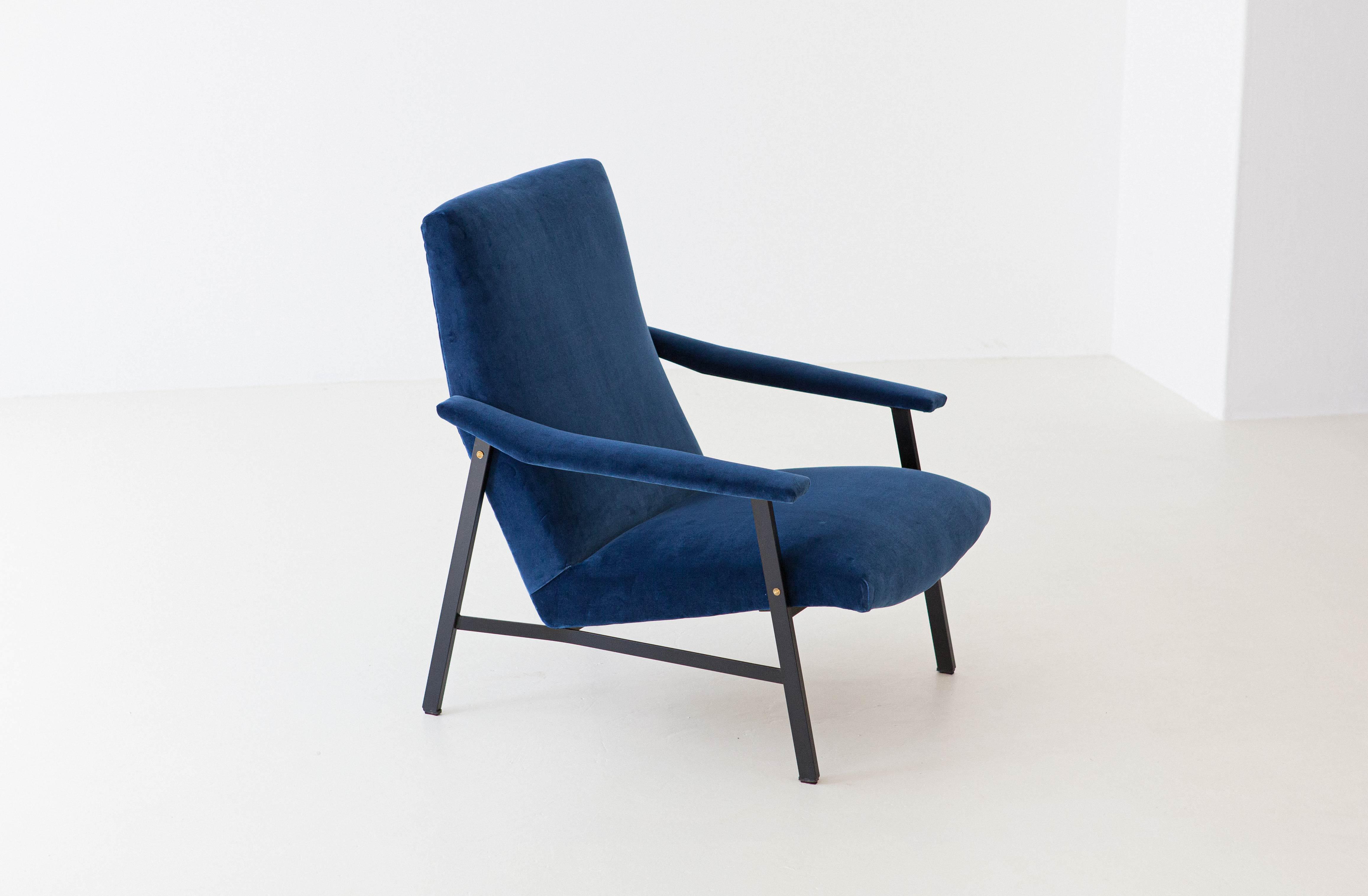 1950s-Italian-blu-velvet-lounge-armchair-3-SE295