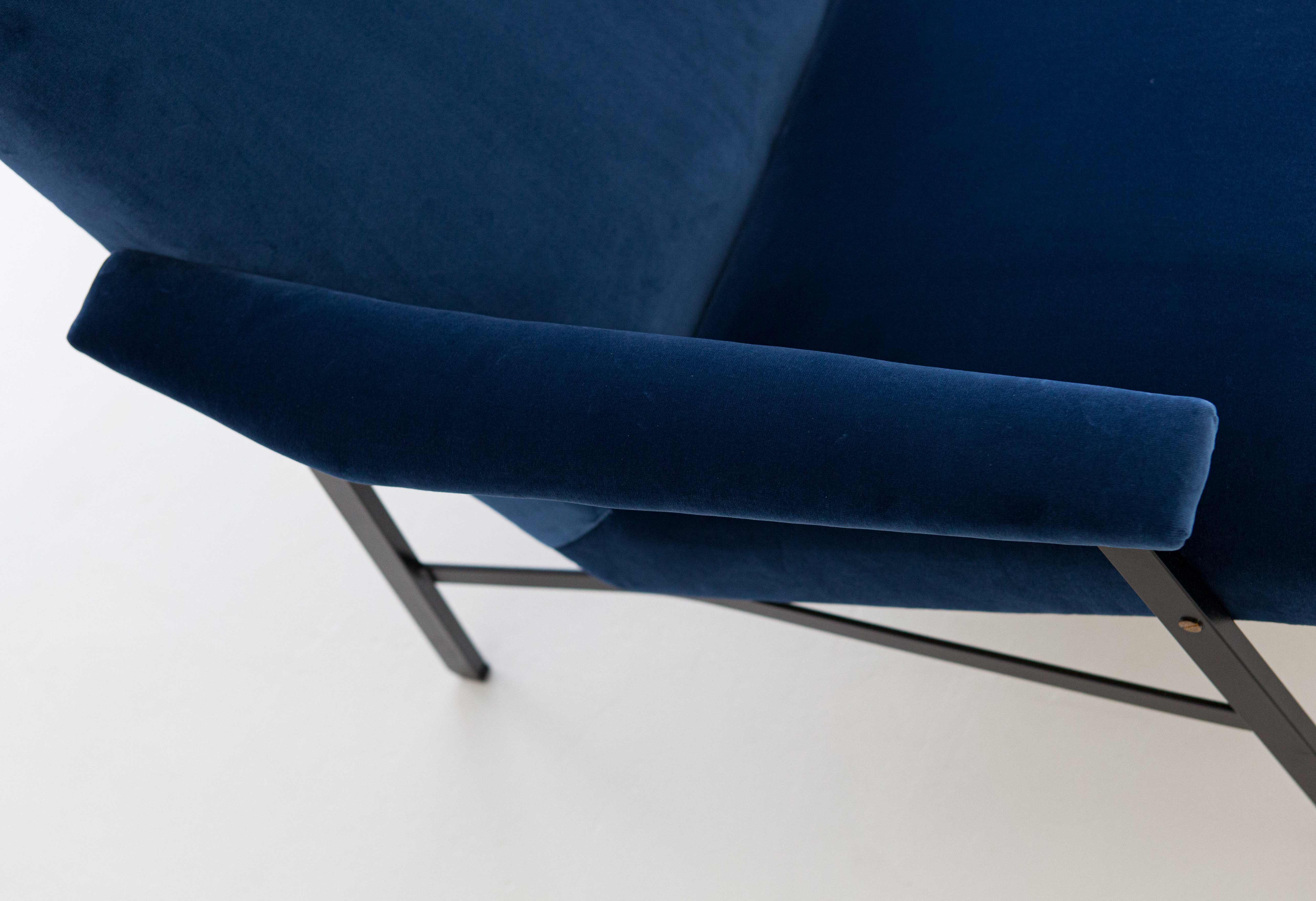 1950s-Italian-blu-velvet-lounge-armchair-8-SE295