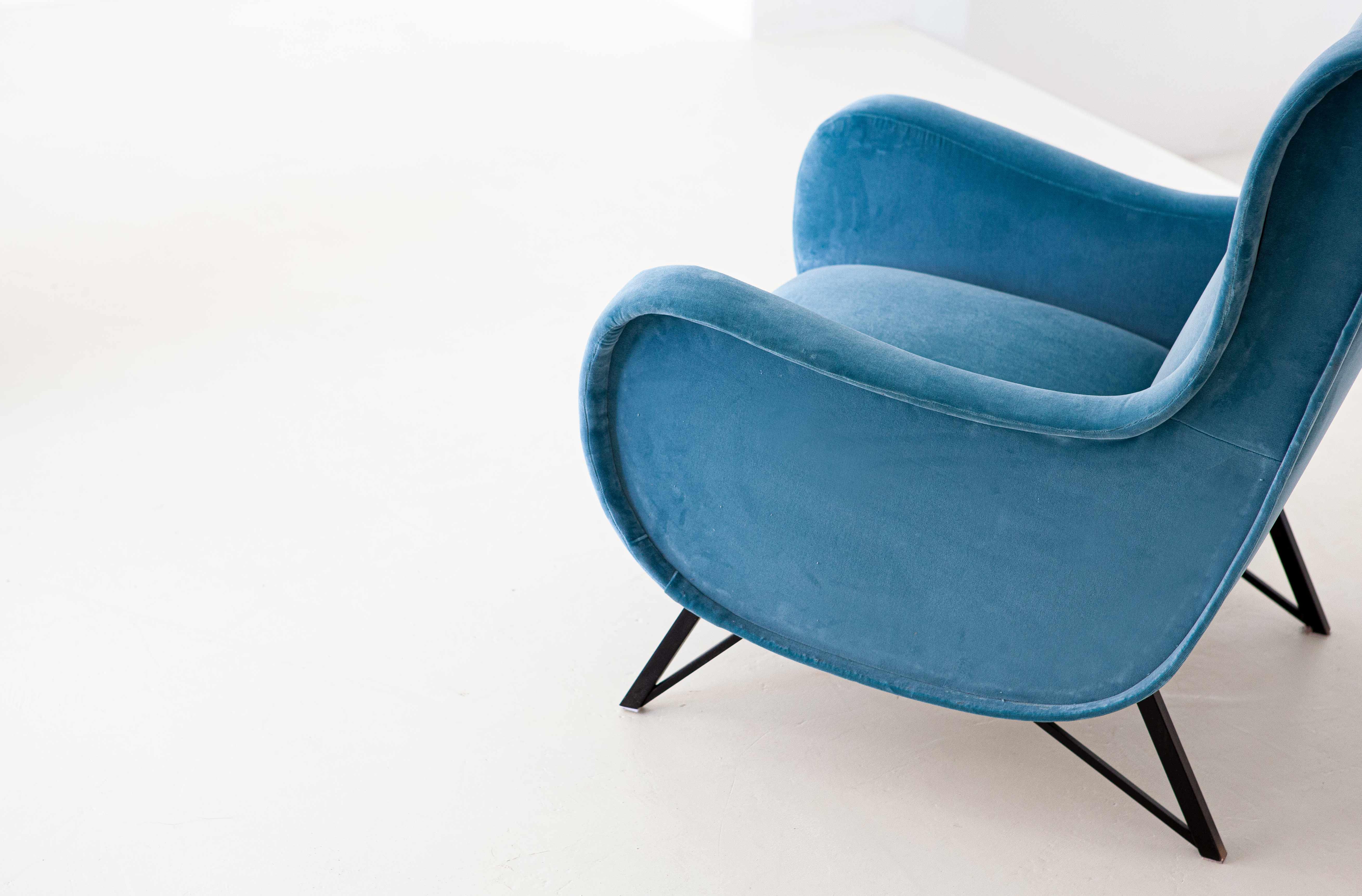 1950s-Italian-lounge-light-blue-velvet-lounge-chairs-2-se302