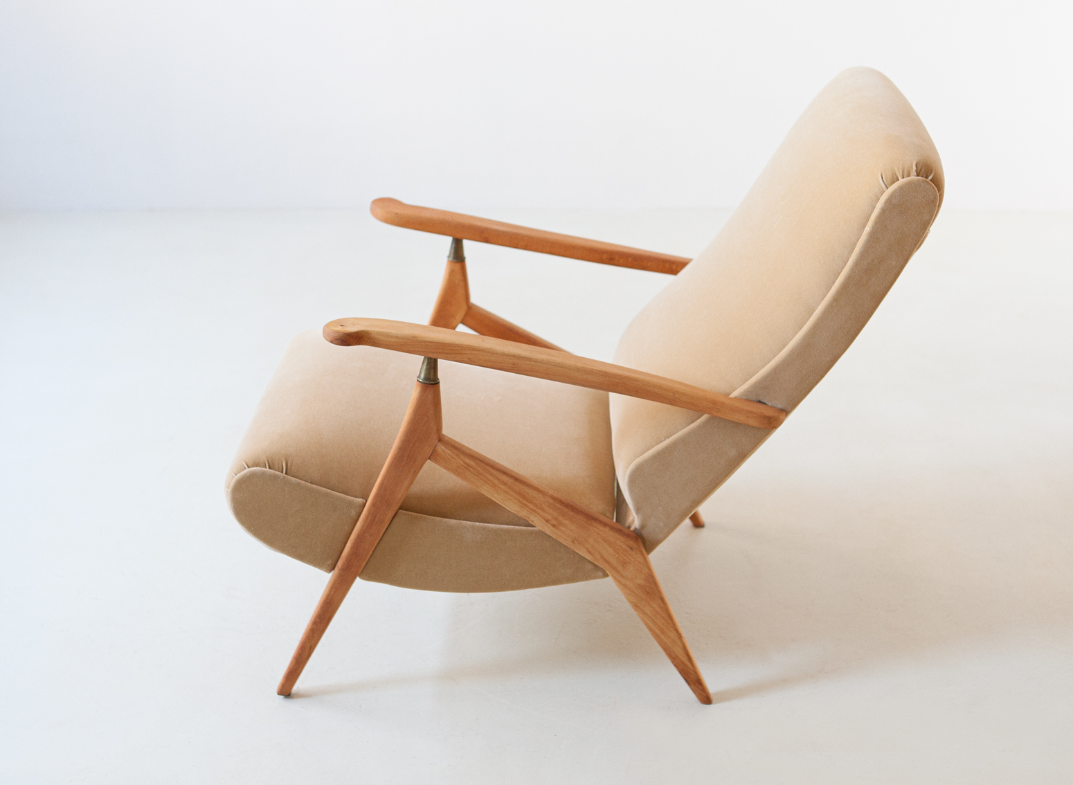 1950s-beech-and-sand-velvet-reclirer-lounge-chair-45-se320