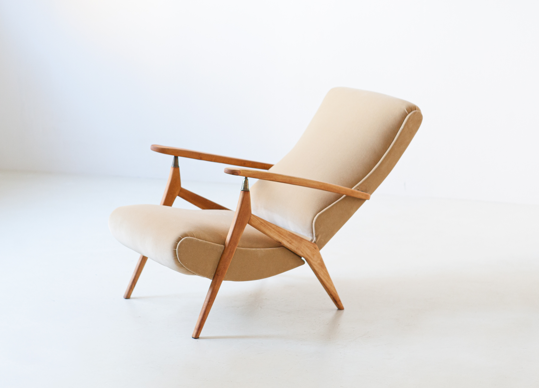 1950s-beech-and-sand-velvet-reclirer-lounge-chair-8-se320