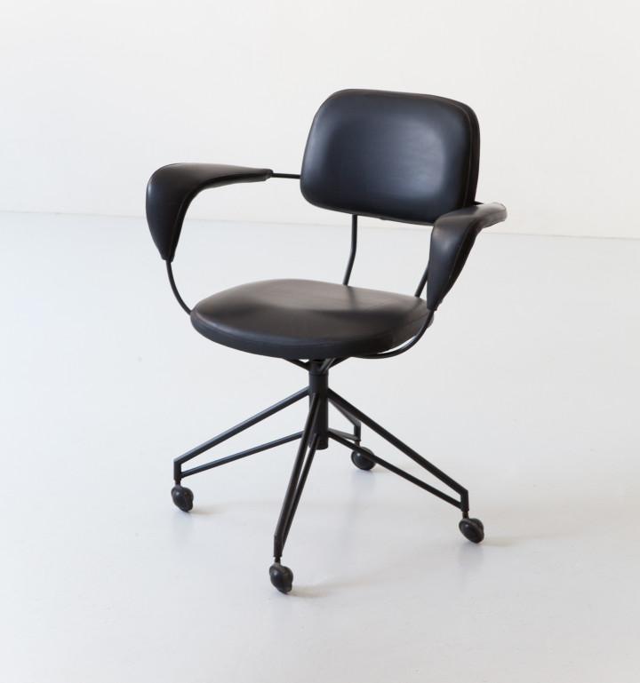 Italian Gastone Rinaldi desk chair in black metal and leatherette SE349