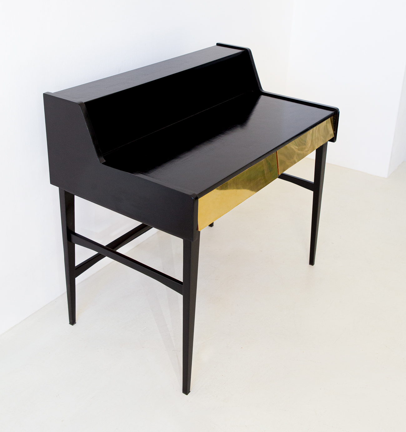 1950s-black-polished-wood-and-brass-desk-4-dt34