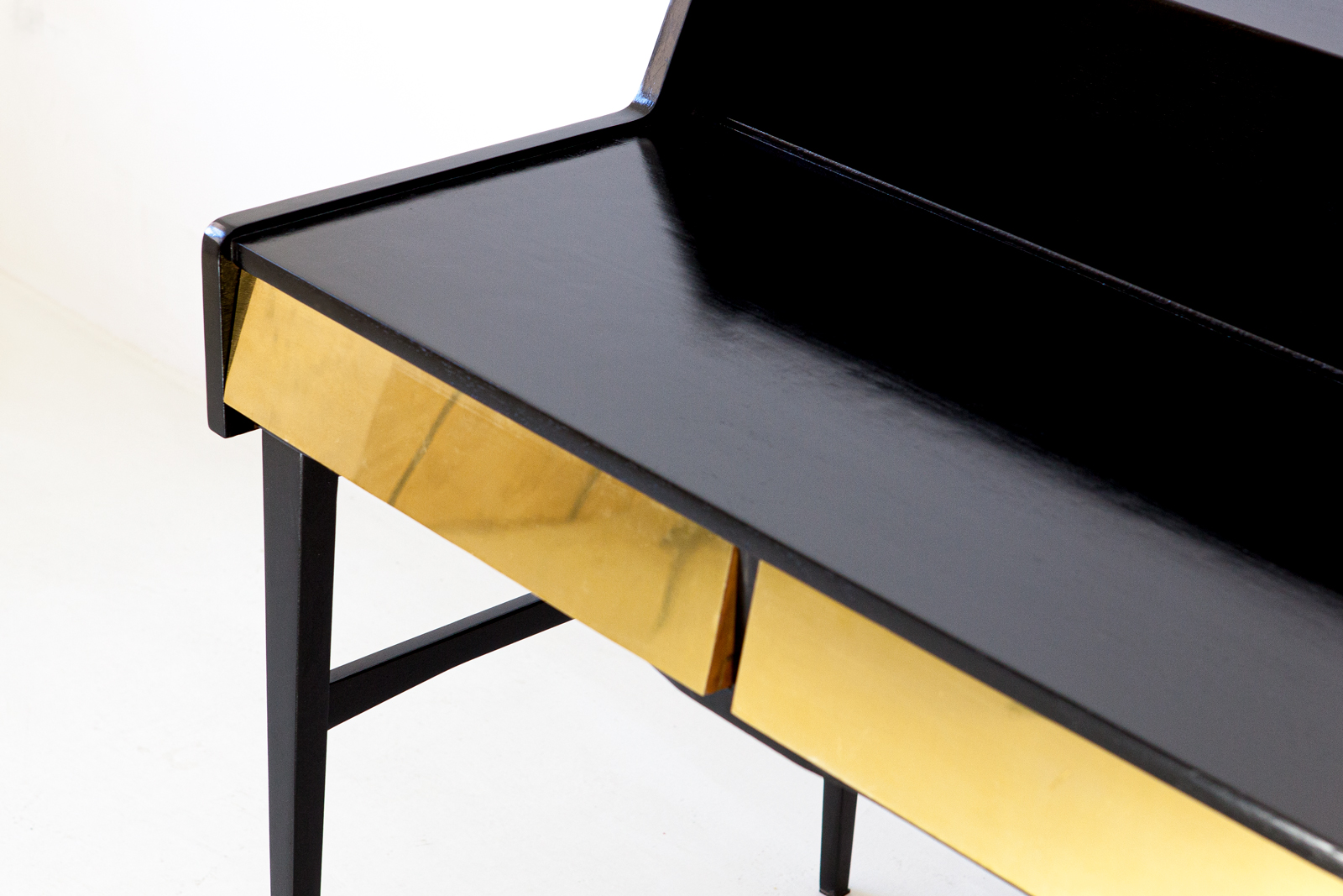 1950s-black-polished-wood-and-brass-desk-5-dt34