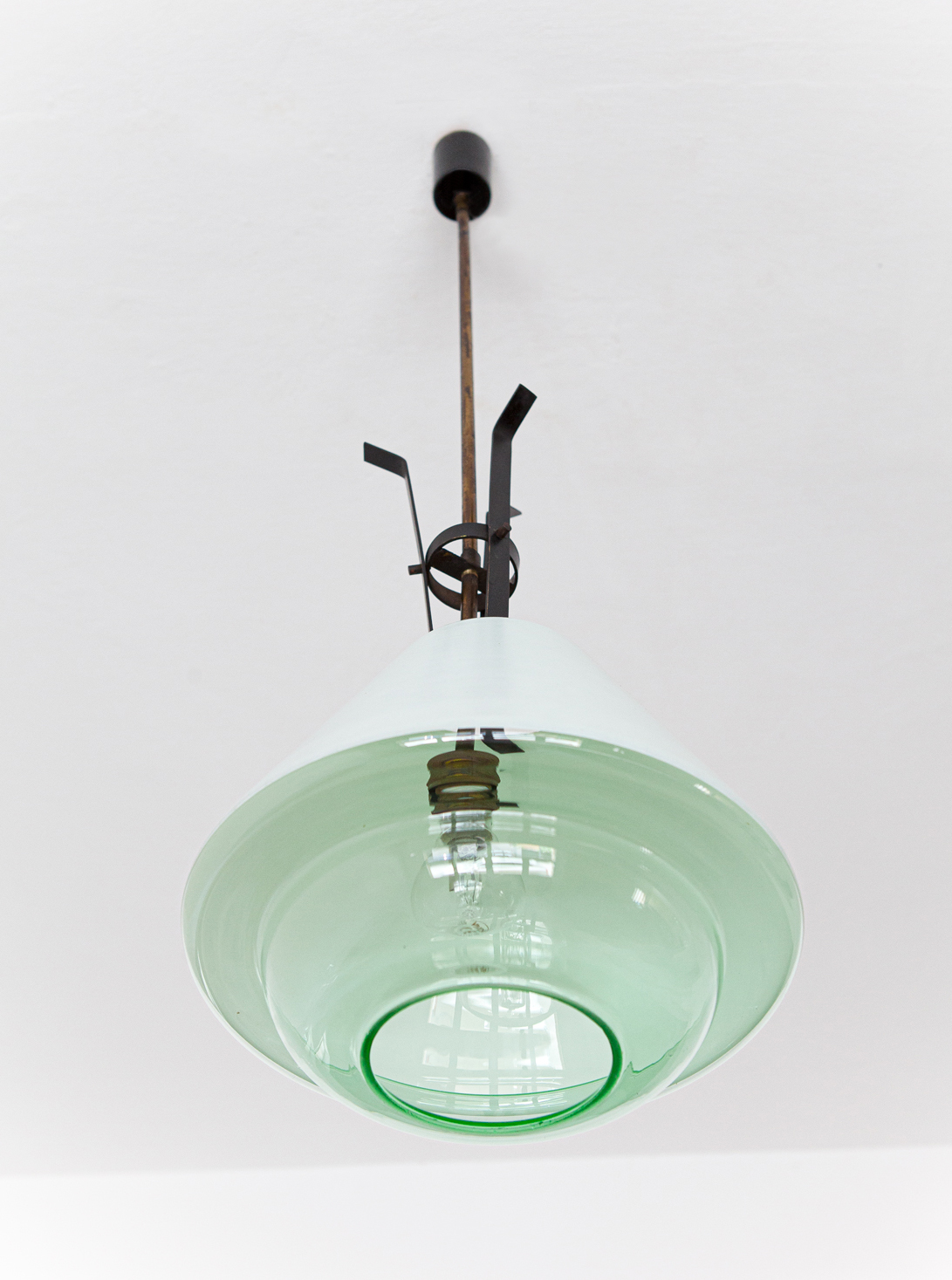 1950s-brass-and-glass-pendant-lamp-by-stlnovo-4-l92