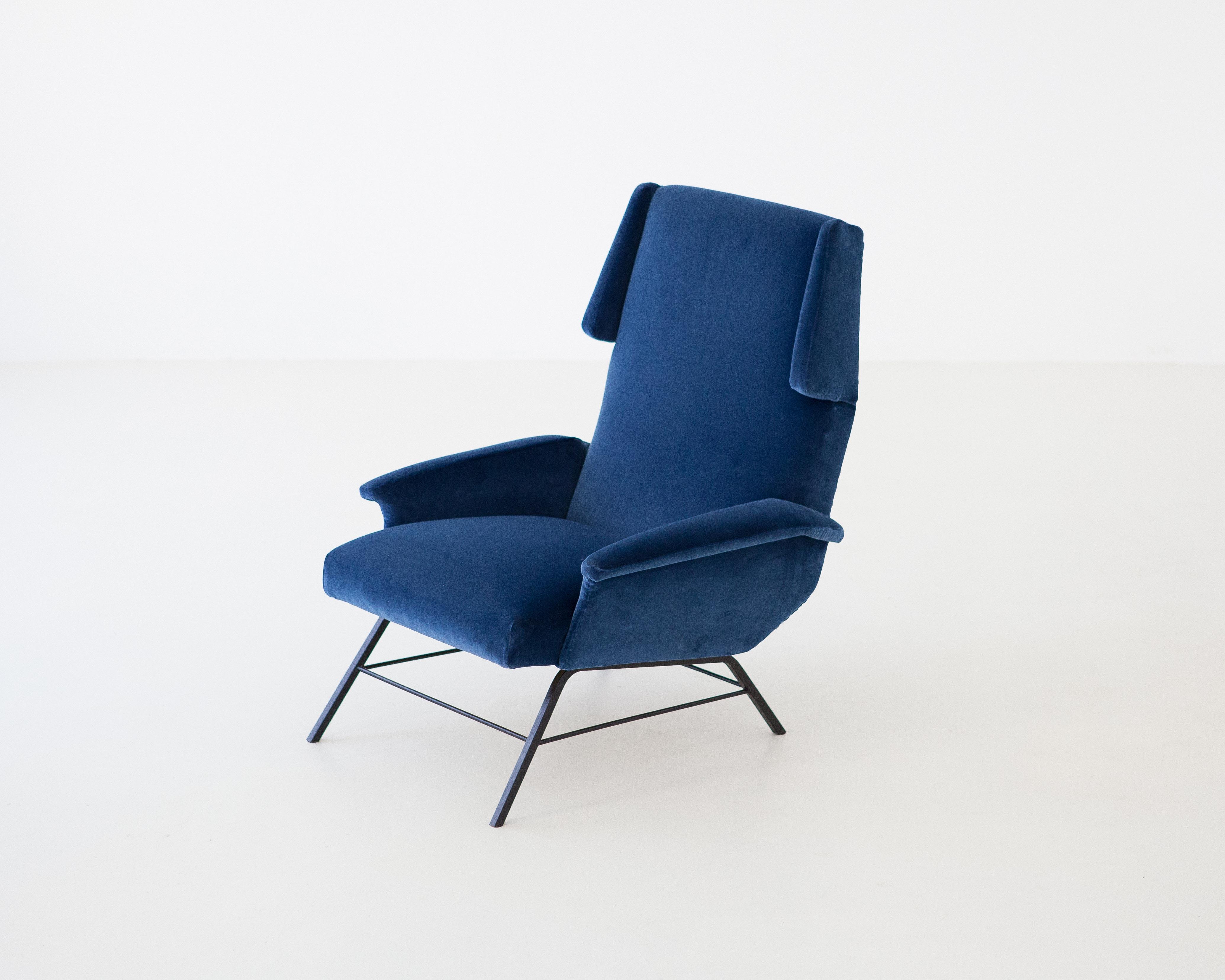 1950s-italian-blue-velvet-lounge-armchair-1-se304