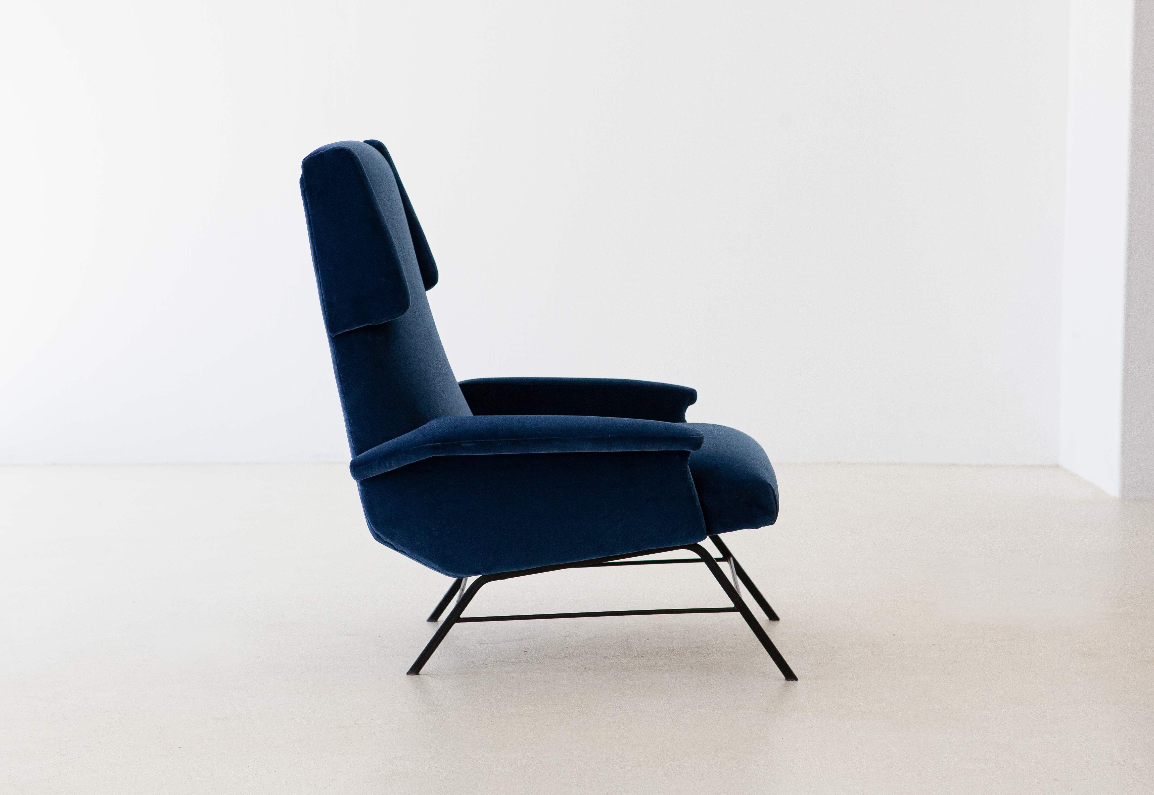 1950s-italian-blue-velvet-lounge-armchair-10-se304