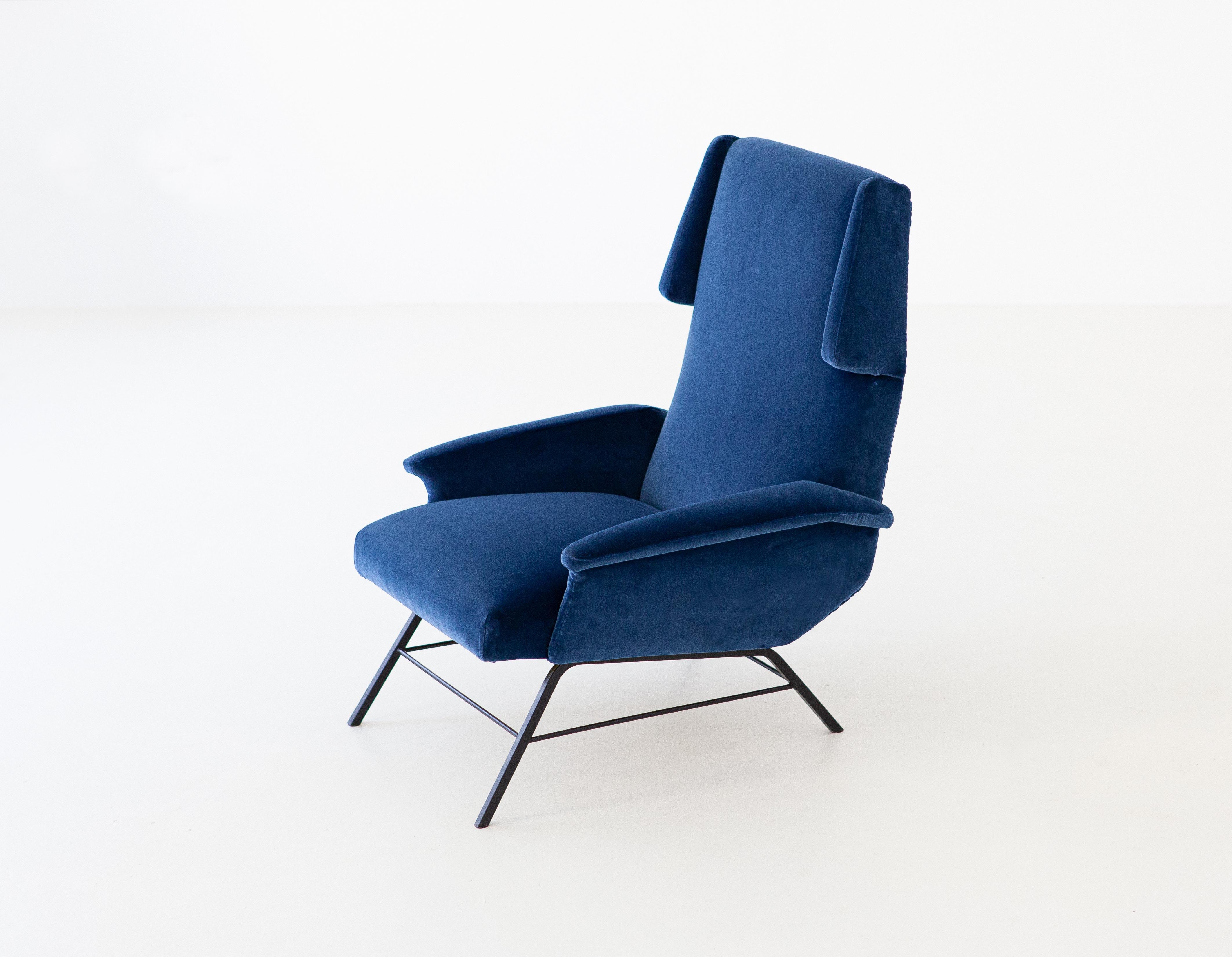 1950s-italian-blue-velvet-lounge-armchair-2-se304