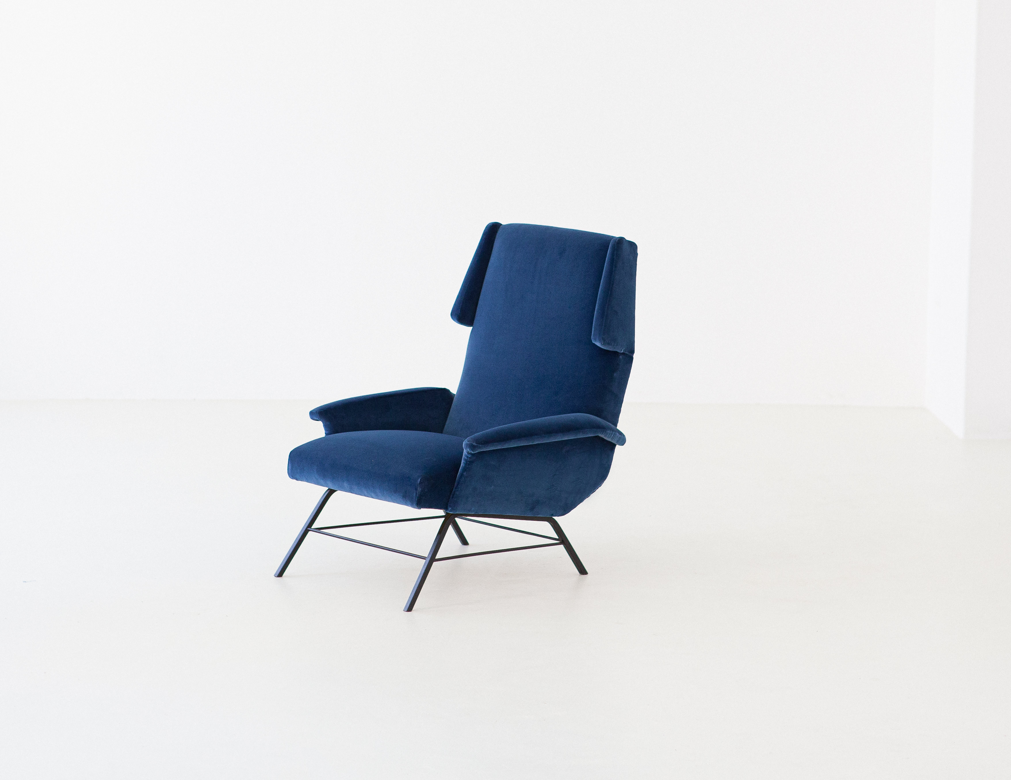 1950s-italian-blue-velvet-lounge-armchair-3-se304