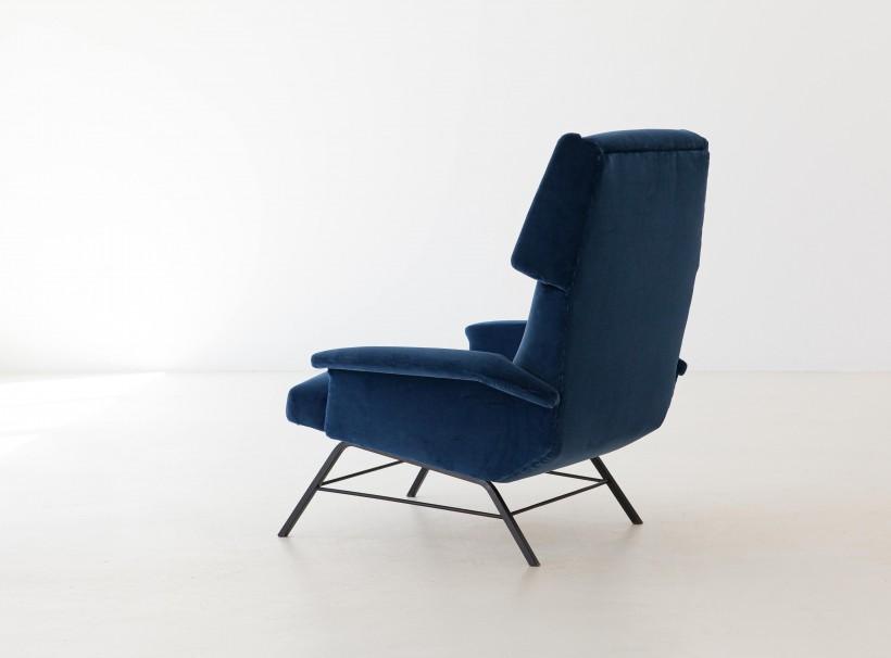 1950s Italian blue velvet lounge armchair  SE304