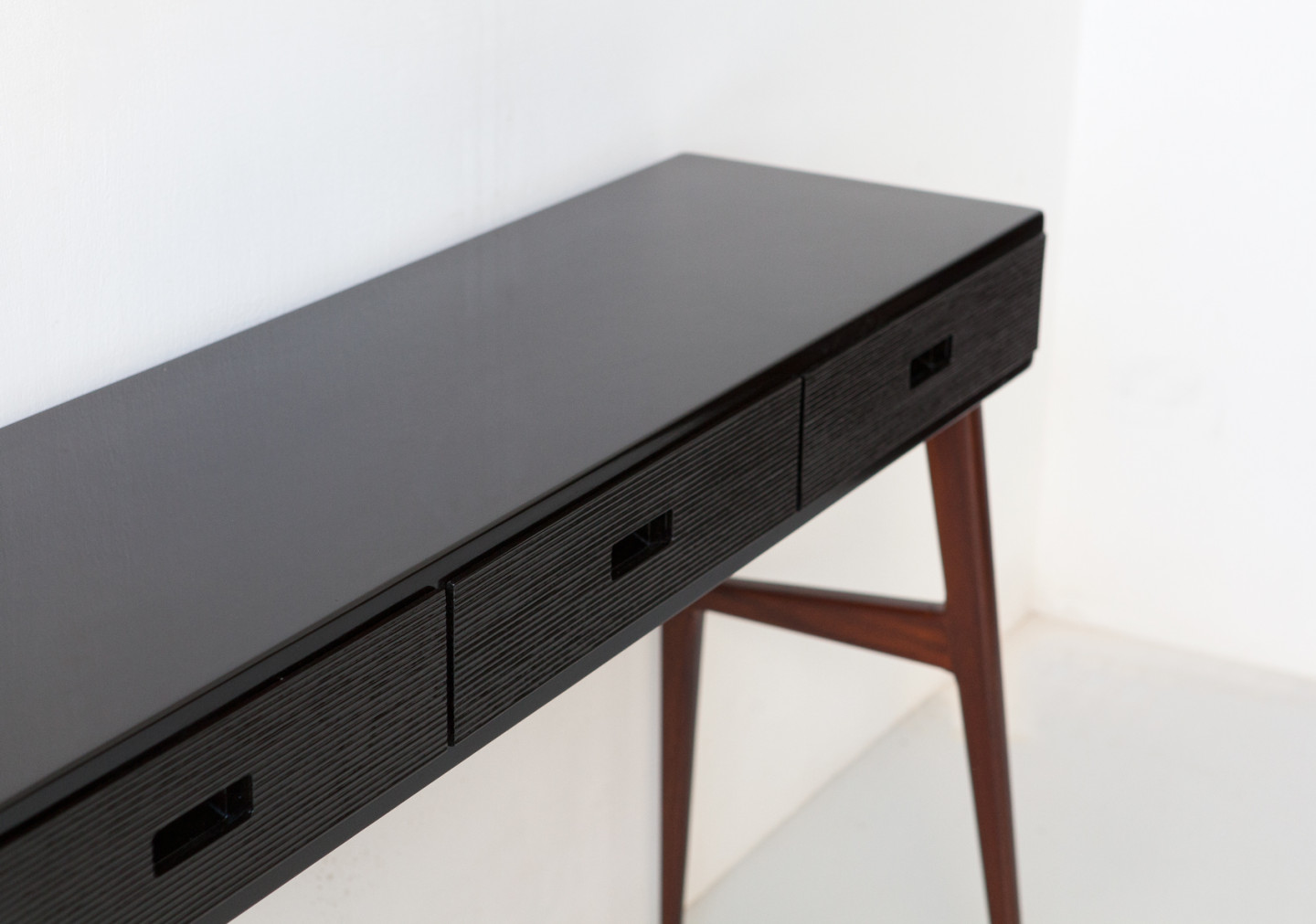 1950s Italian console in mahogany and very dark brown lacquered wood OF118