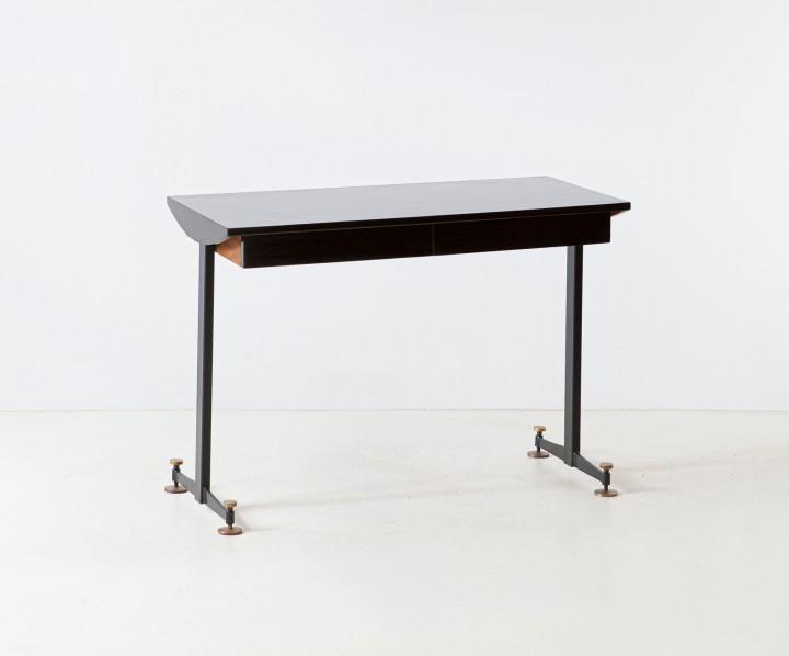 1950s Italian desk DT36 – not available