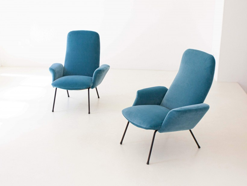 1950s Italian light blue velvet lounge chairs SE308