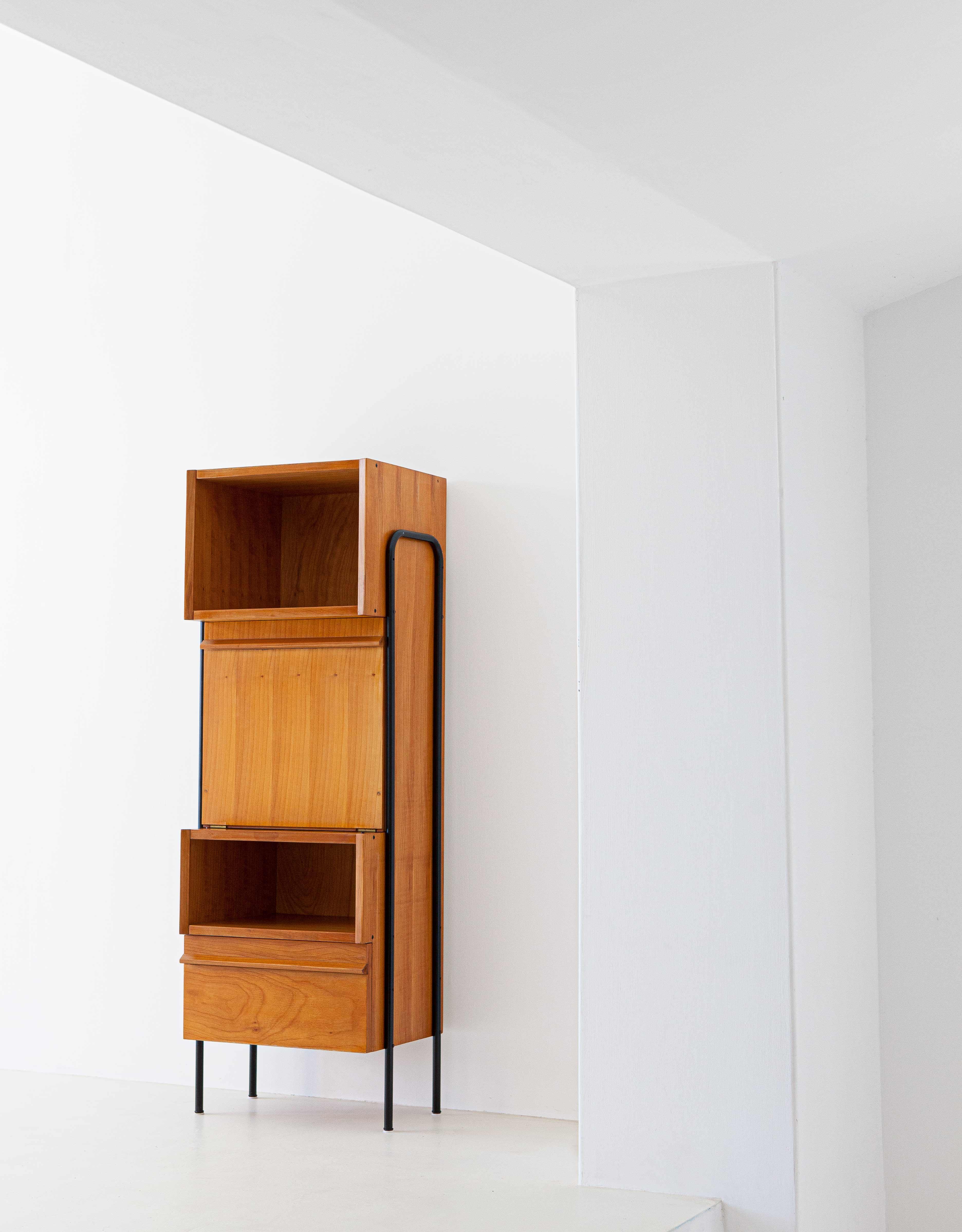 1950s-italian-light-wood-and-iron-highboard-cabinet-2-st115