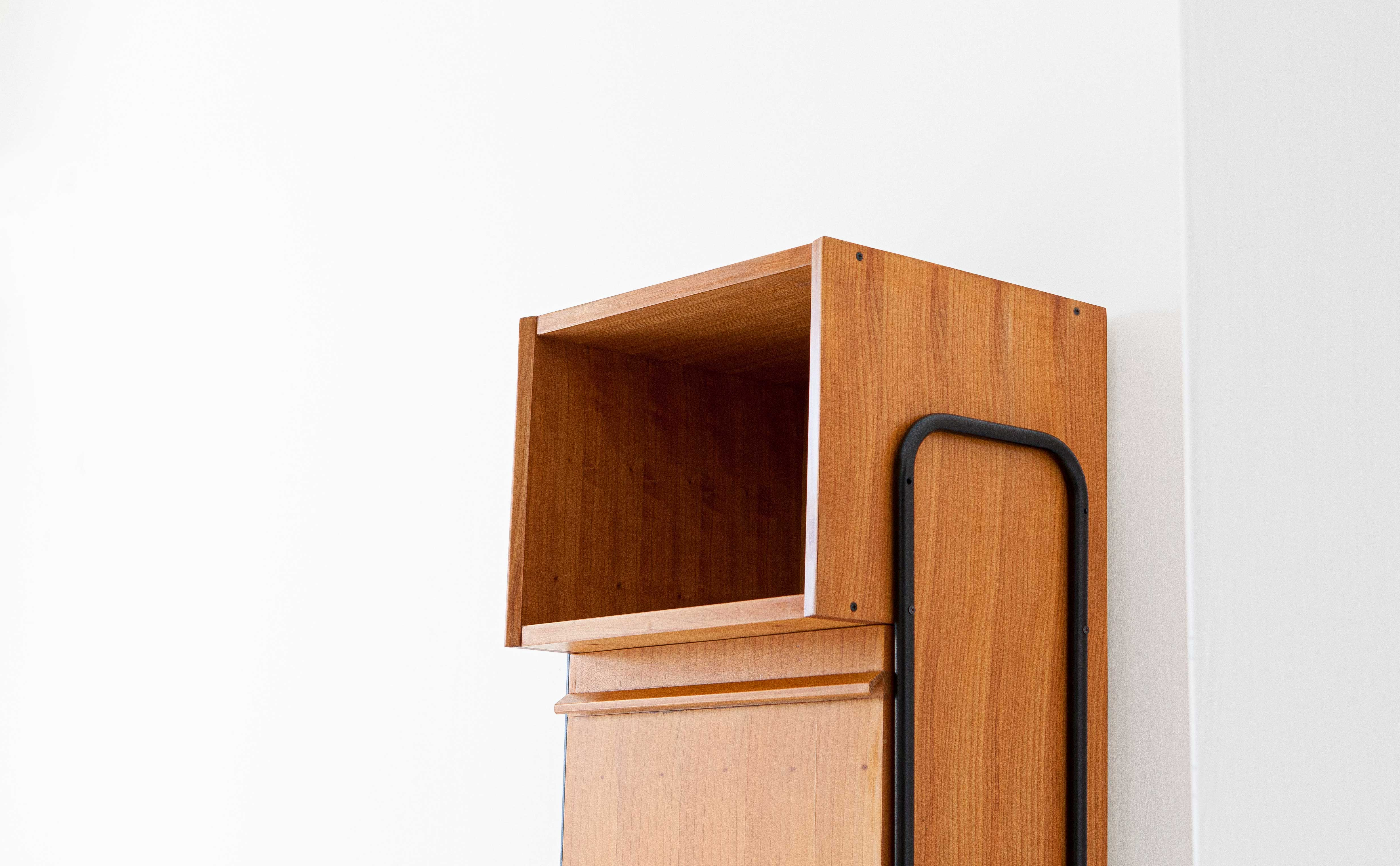 1950s-italian-light-wood-and-iron-highboard-cabinet-3-st115