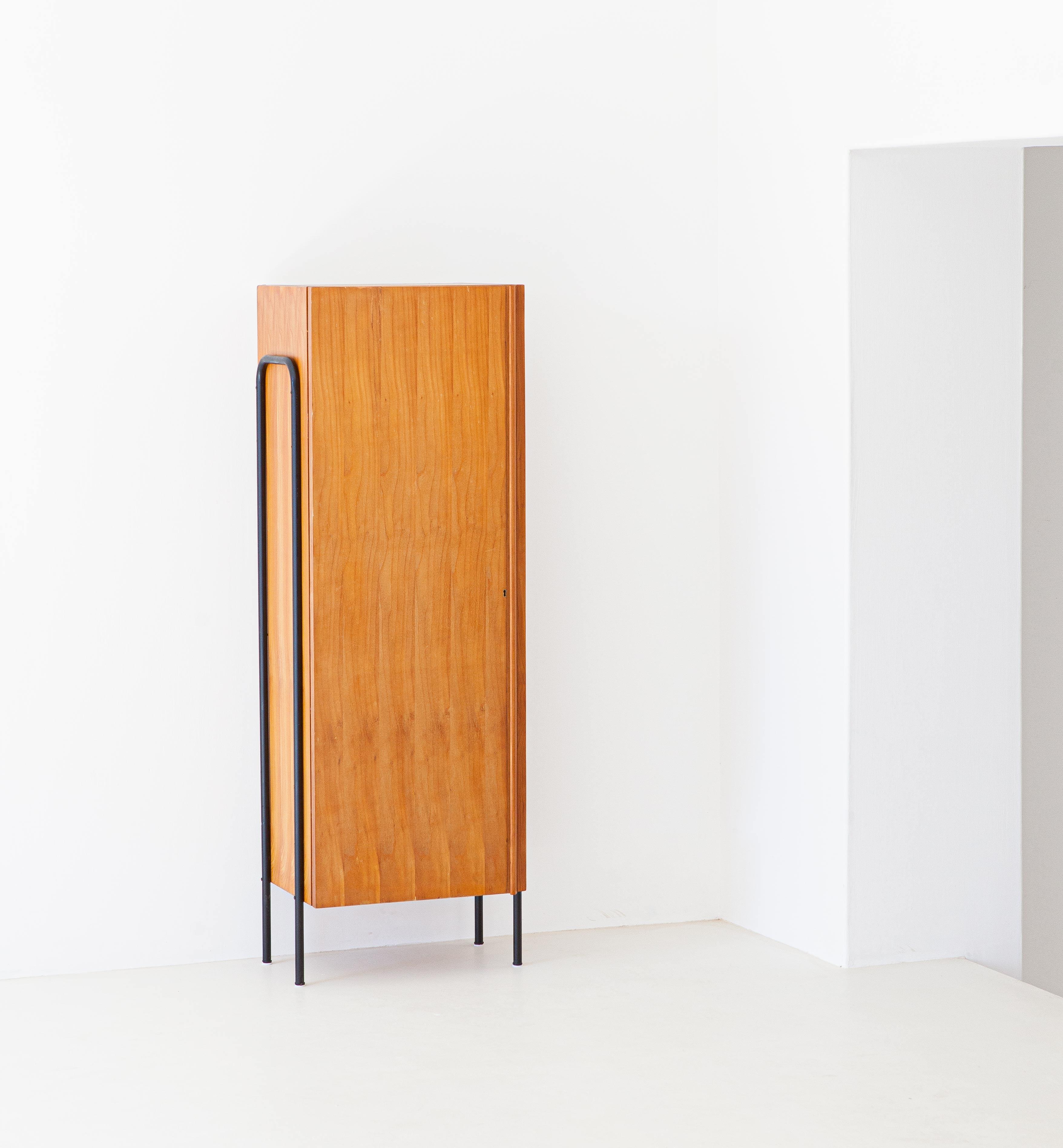 1950s-italian-light-wood-and-iron-wardrobe-cabinet-3-st114