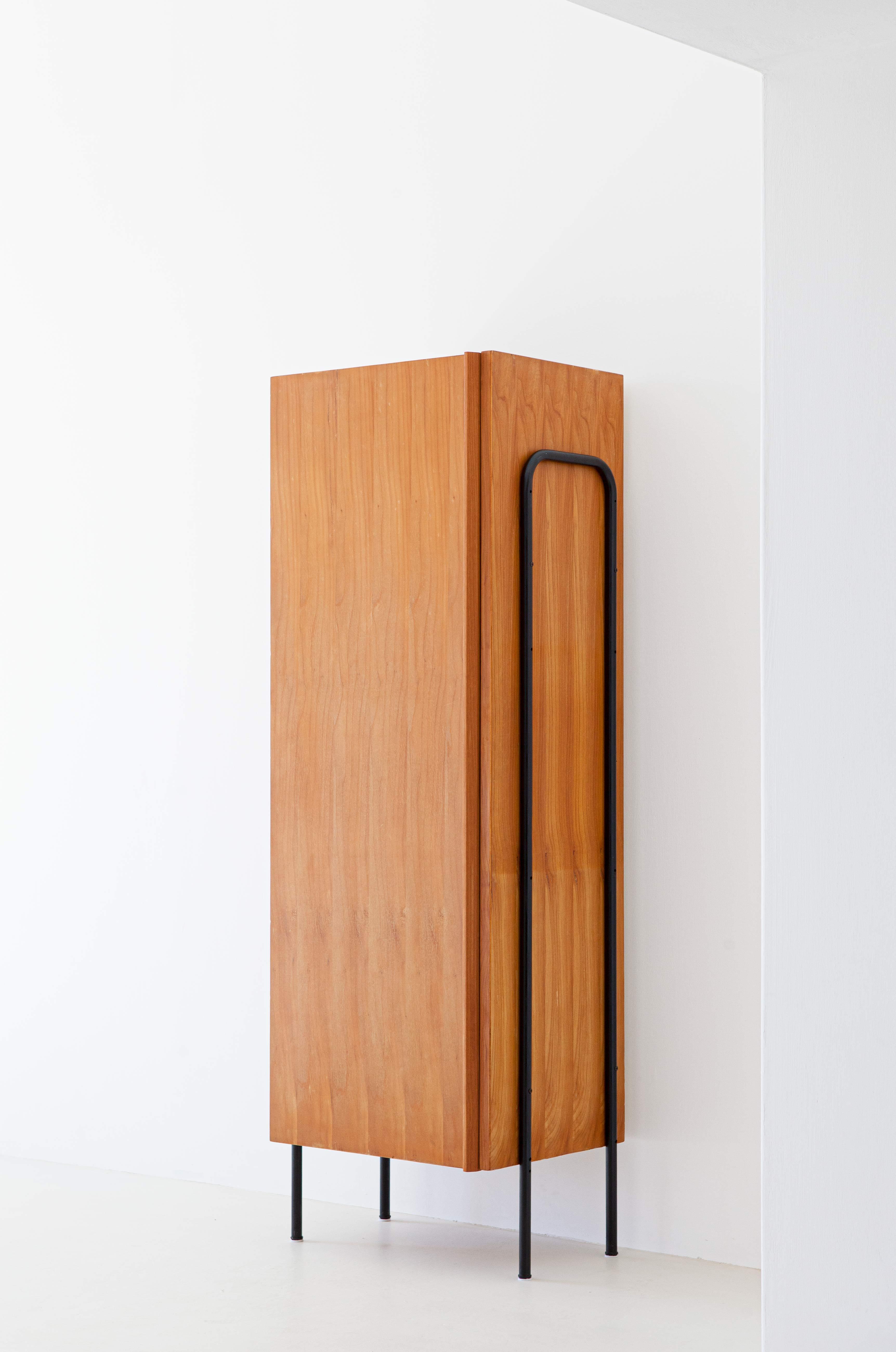 1950s-italian-light-wood-and-iron-wardrobe-cabinet-8-st114
