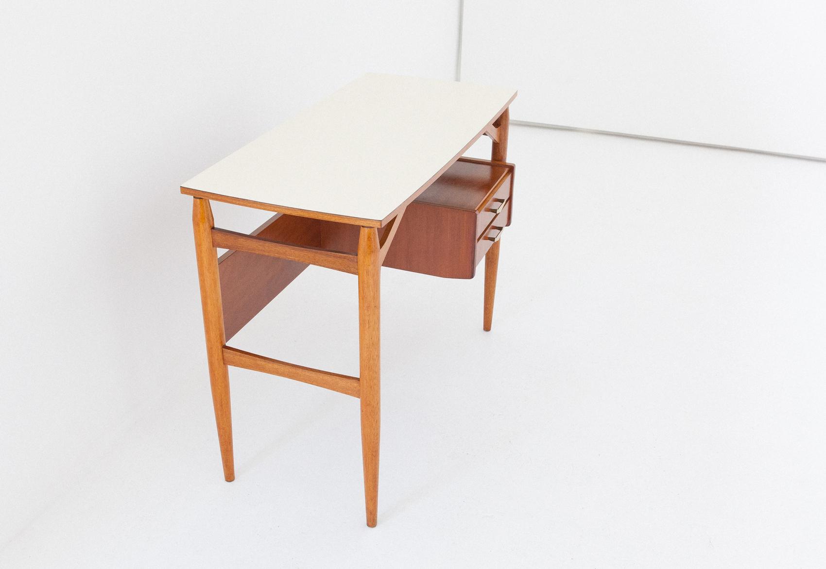 1950s-italian-little-desk-1-DT31