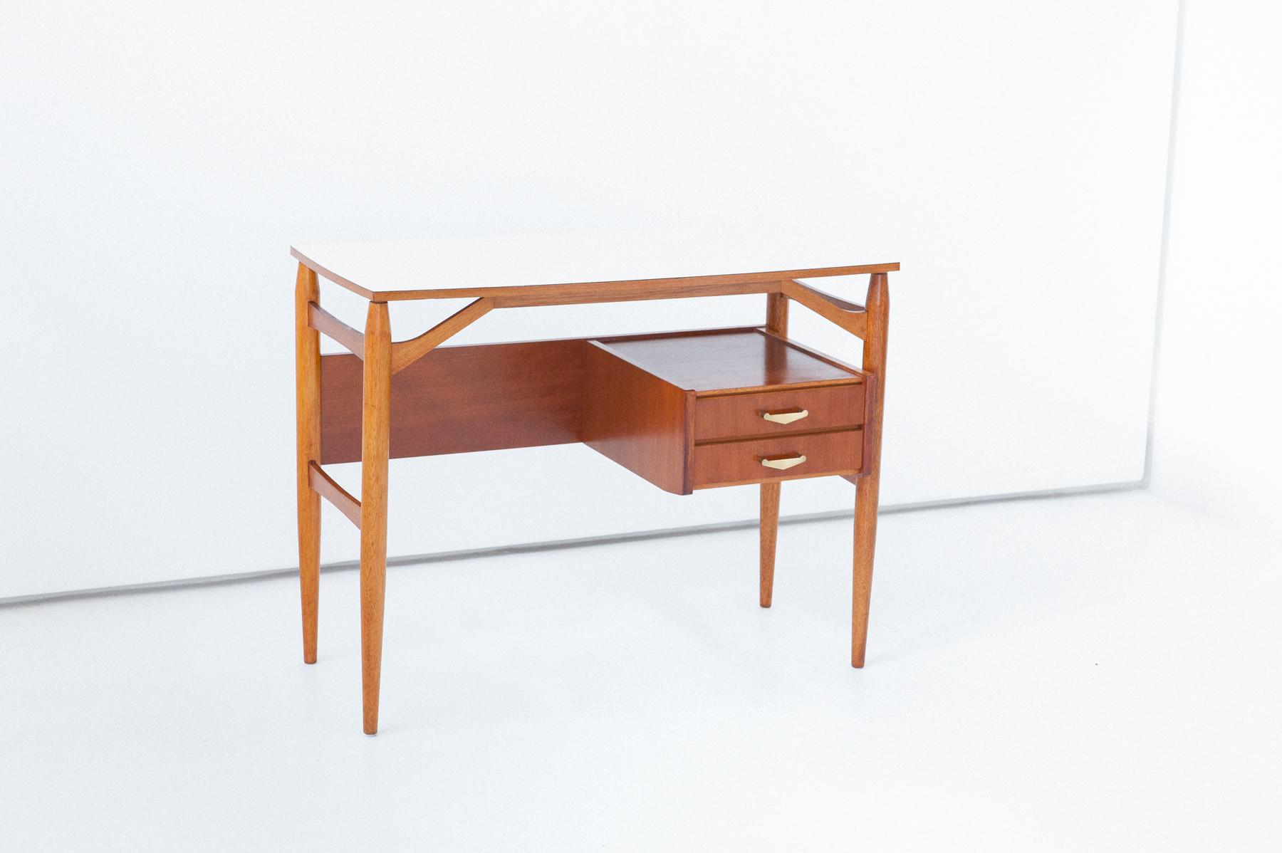 1950s-italian-little-desk-2-DT31