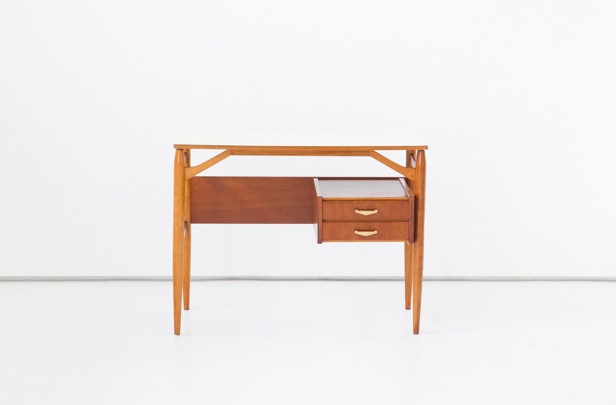 1950s-italian-little-desk-3-DT31