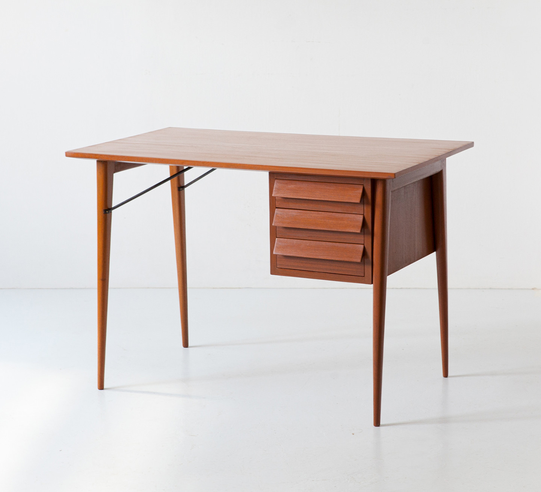 1950s Italian mahogany desk  DT40