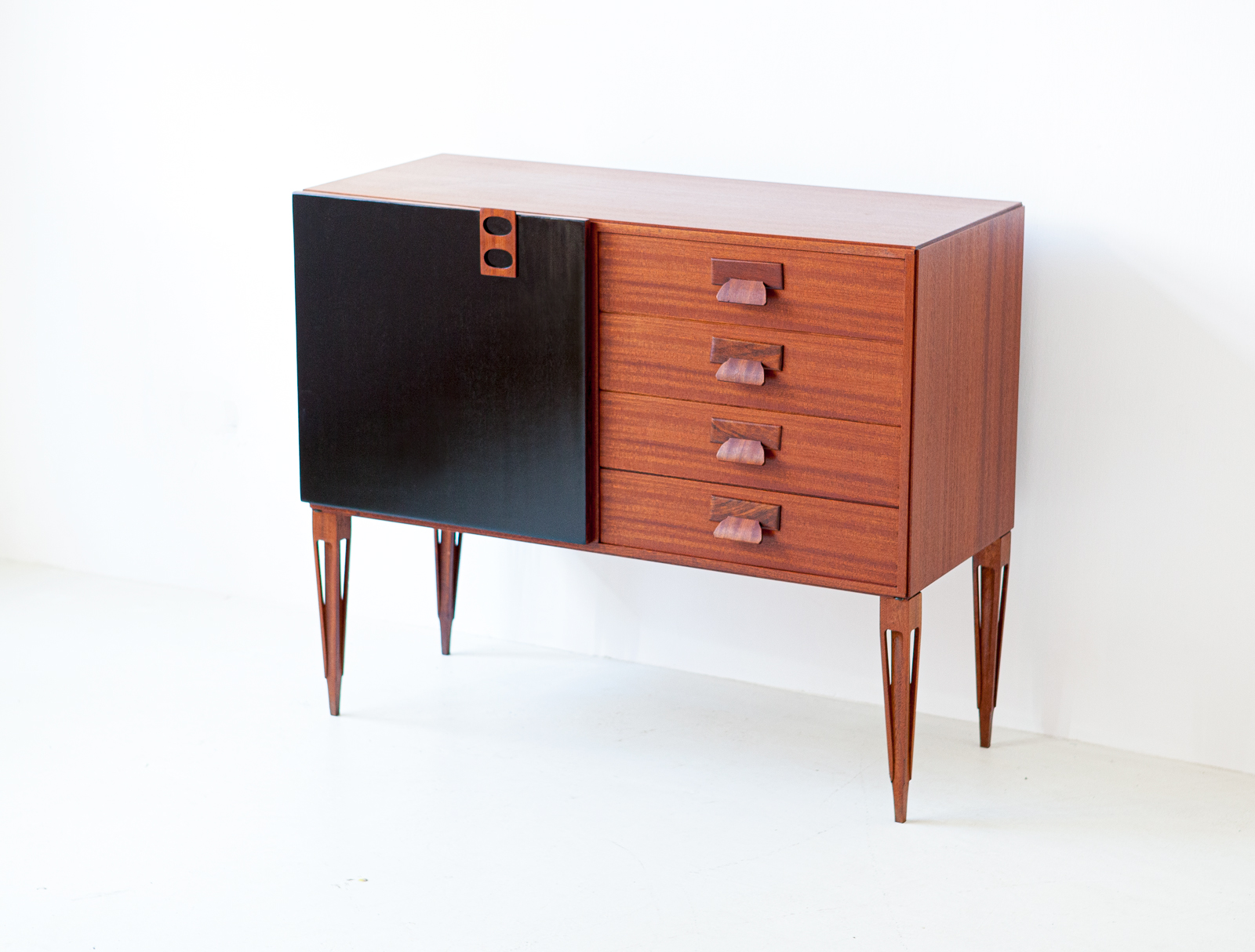 1950s-italian-mahogany-sideboard-with-drawers-by-fratelli-proserpio-1-st121