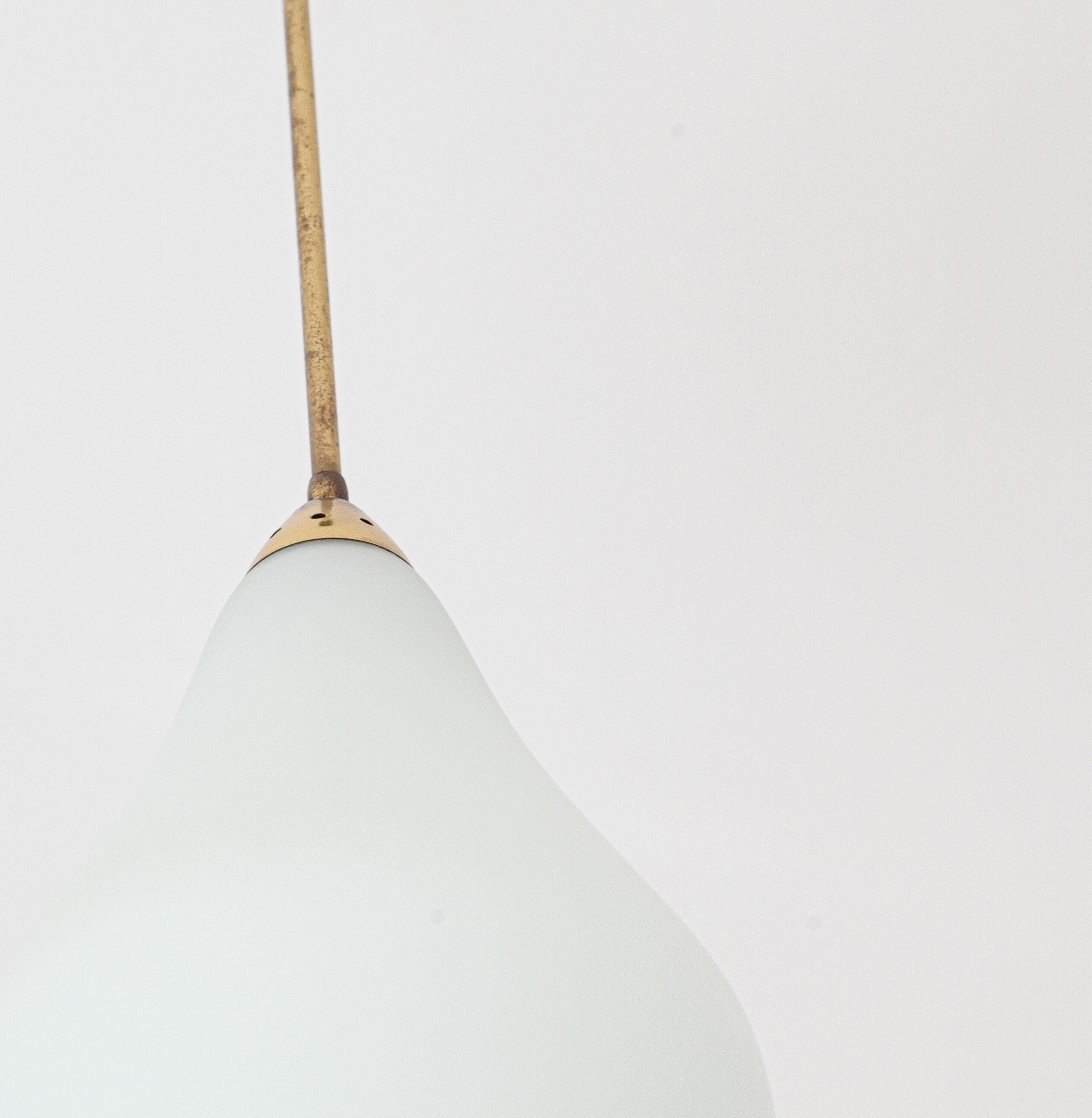 1950s-italian-opaline-glass-brass-pendant-lamp-6-l81