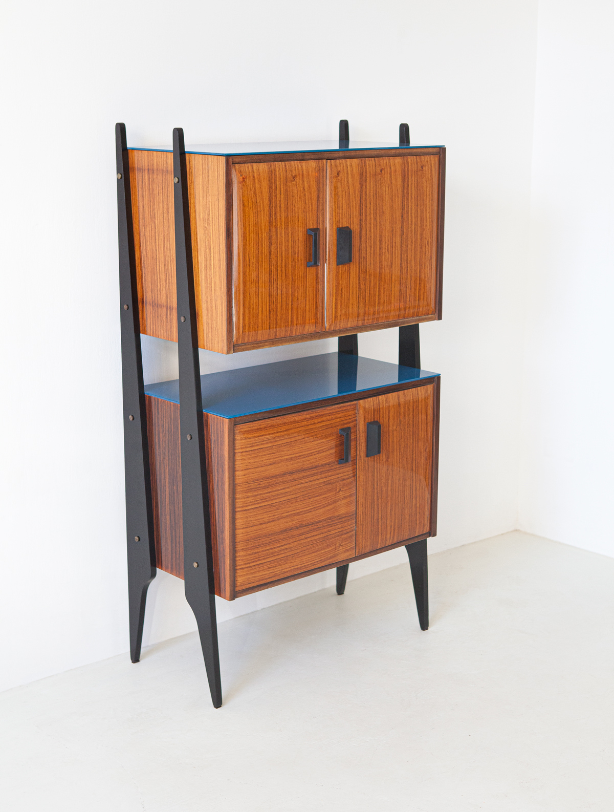 1950s-italian-rosewood-blue-glass-and-brass-credenza-2-st118