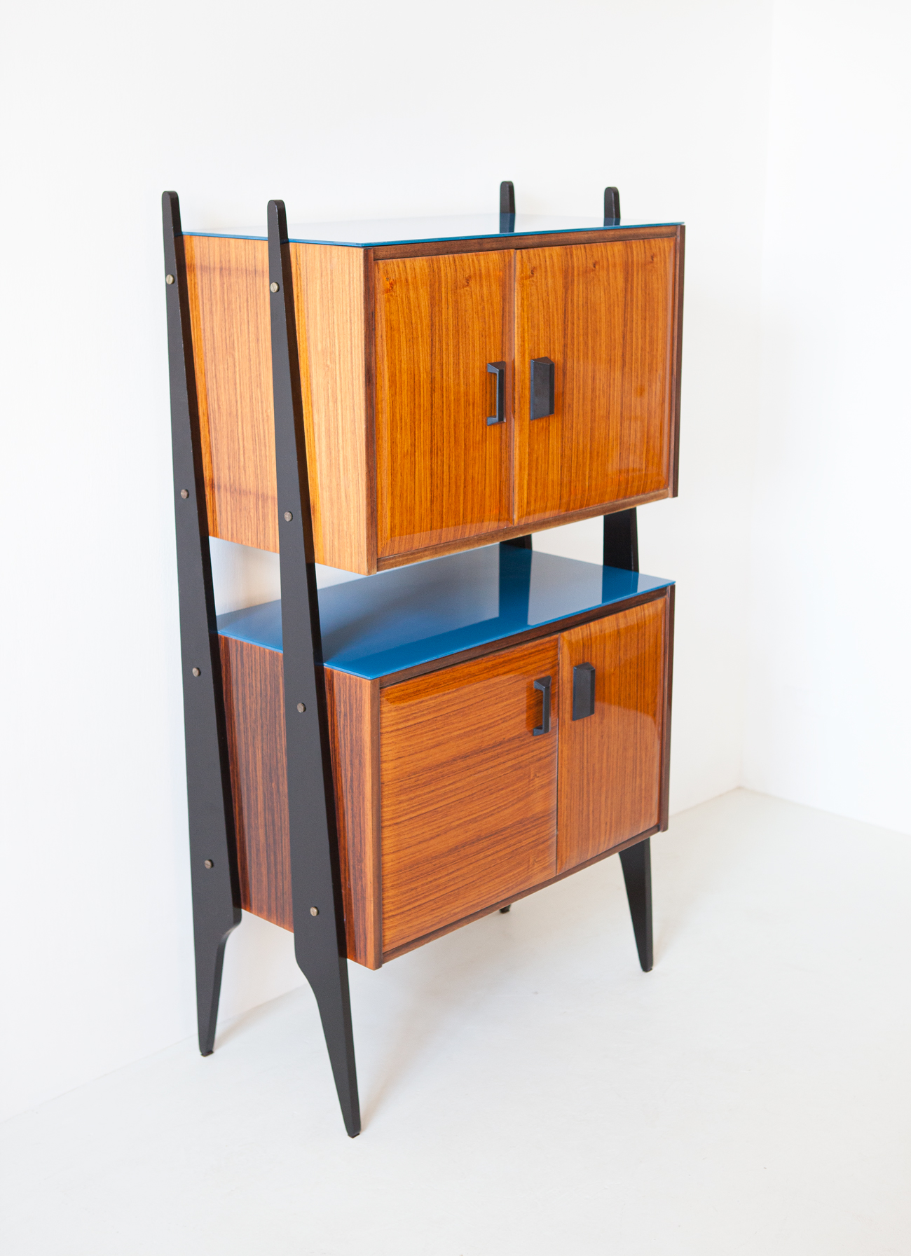 1950s-italian-rosewood-blue-glass-and-brass-credenza-3-st118