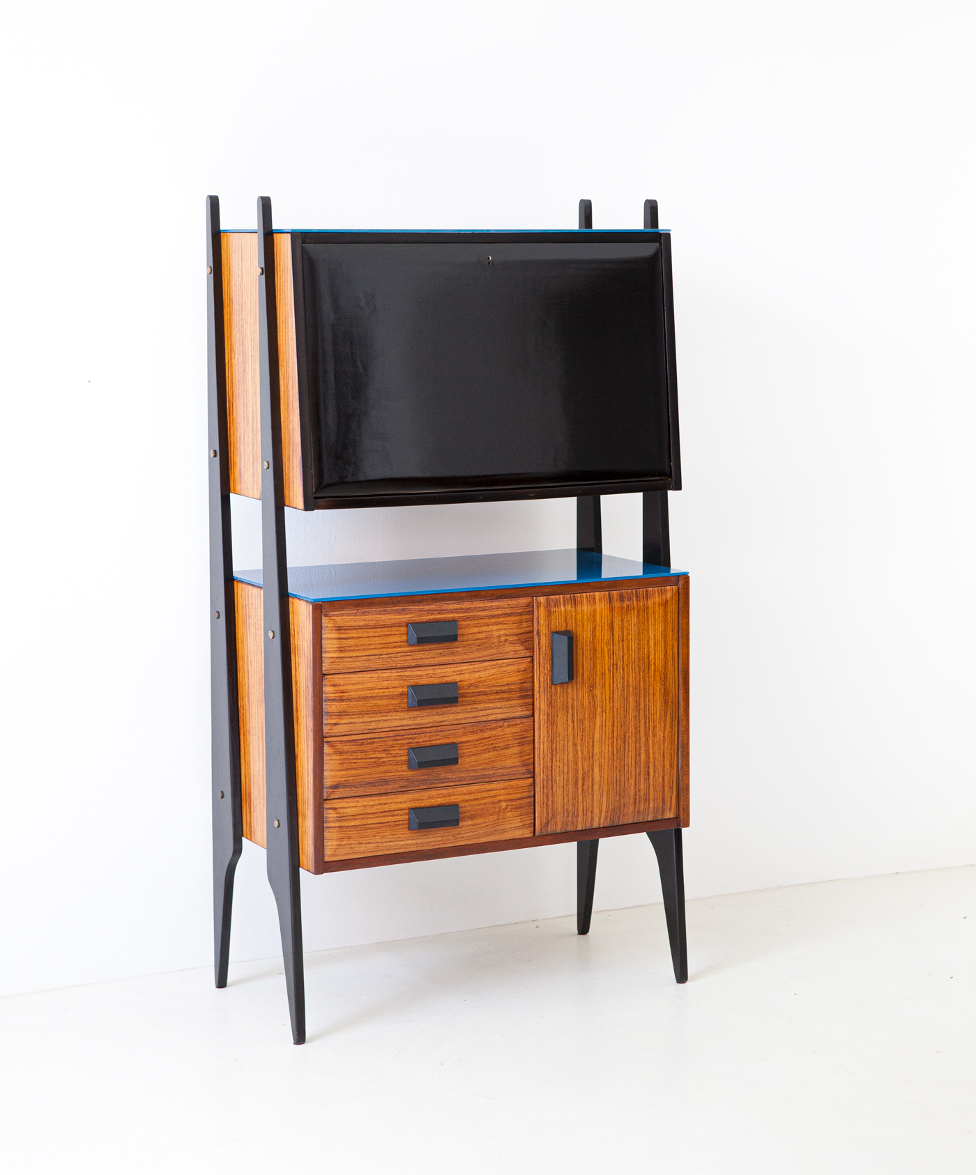 1950s-italian-rosewood-blue-glass-and-brass-credenza-with-bar-8-st122