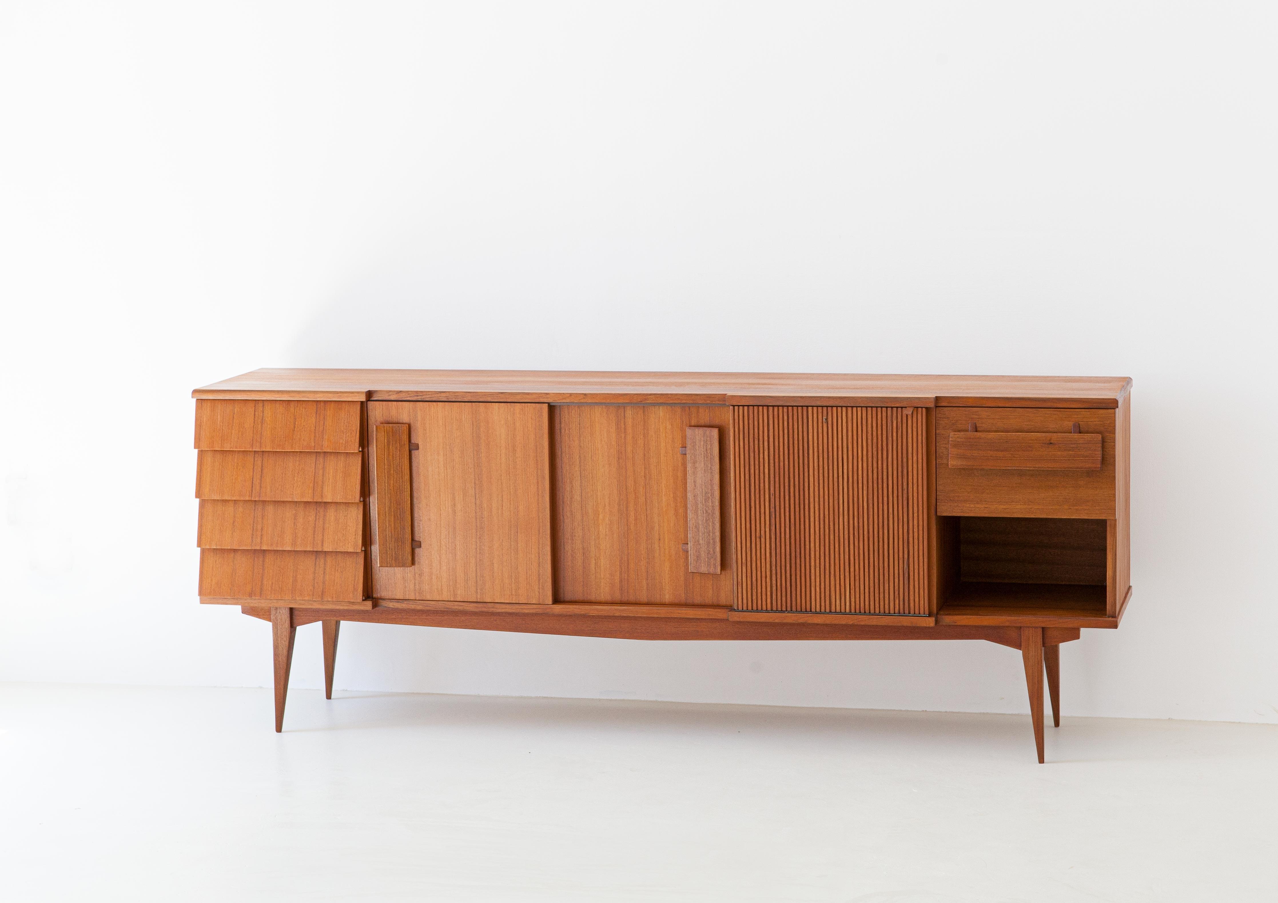 1950s-italian-teak-sideboard-2-ST113