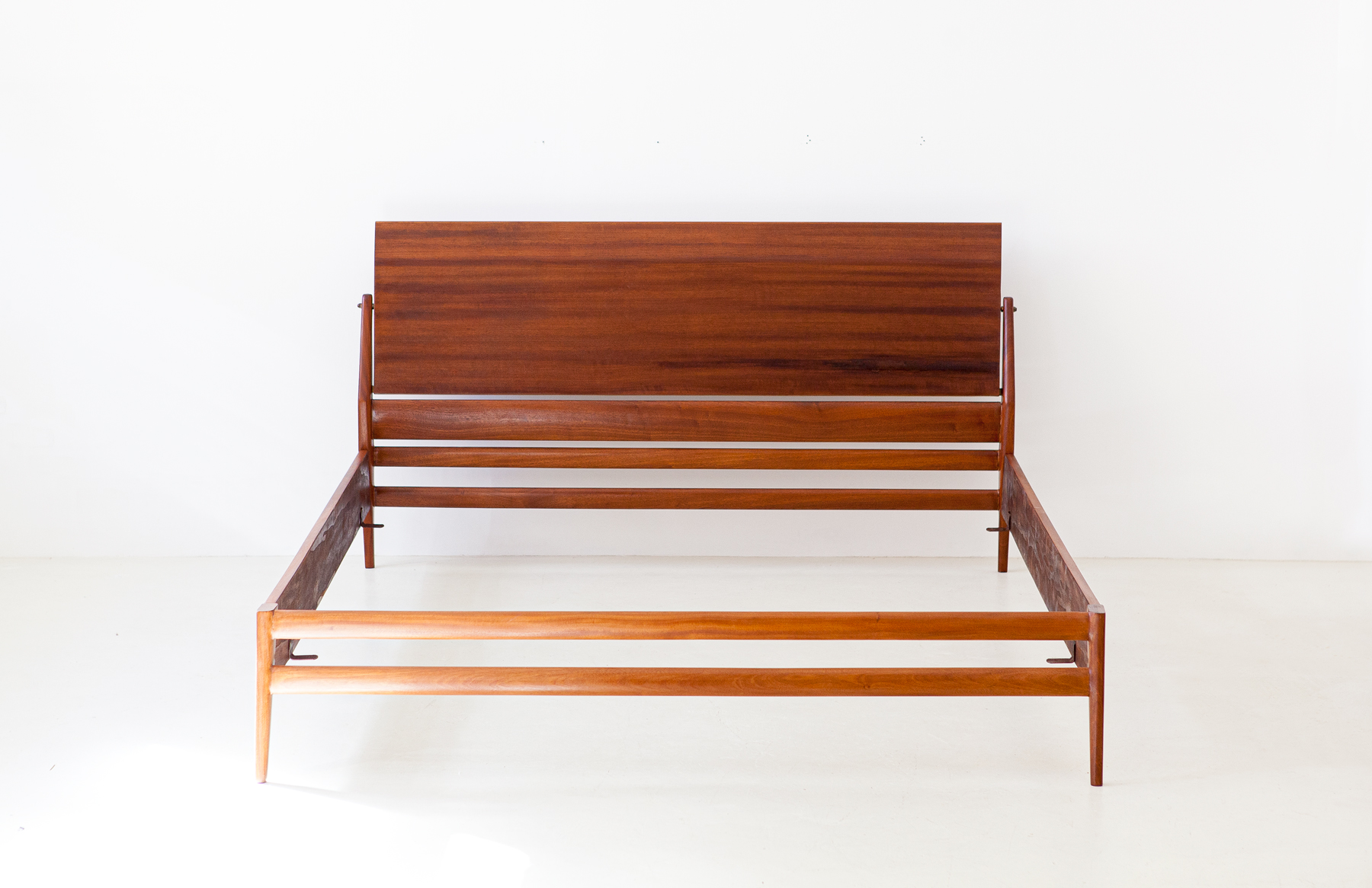 1950s-mahogany-double-bed-by-ssilvio-cavatorta-2-of101