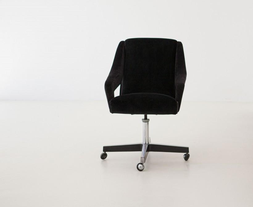 1950s black velvet swivel desk chair SE303