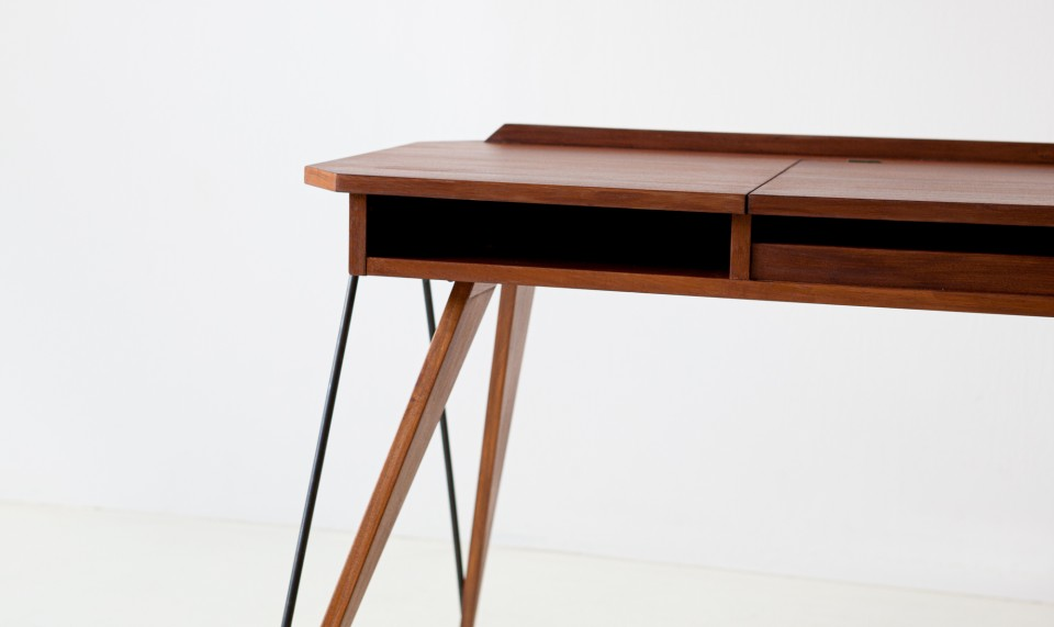 1950s-modern-console-desk-with-compass-legs-1-dt33
