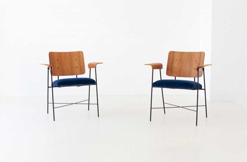 1950s modern iron bentwood teak and blue velvet armchairs SE313
