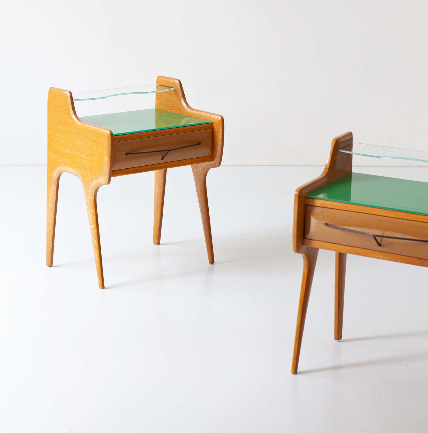 Pair of bedside tables in oak wood with green glass top BT98