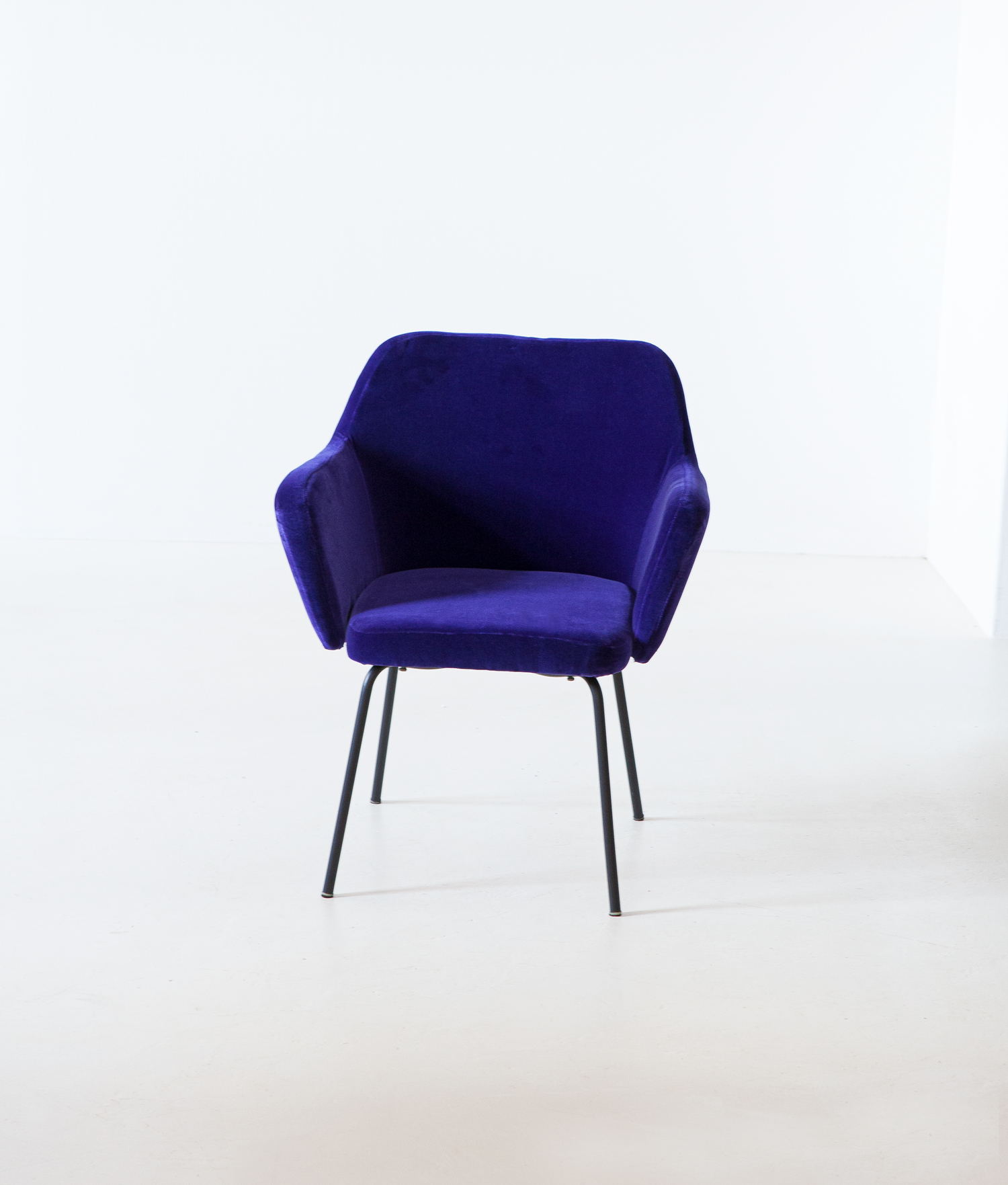 1950s-purle-velvet-armchair-by-studio-pfr-for--arflex-1-se318