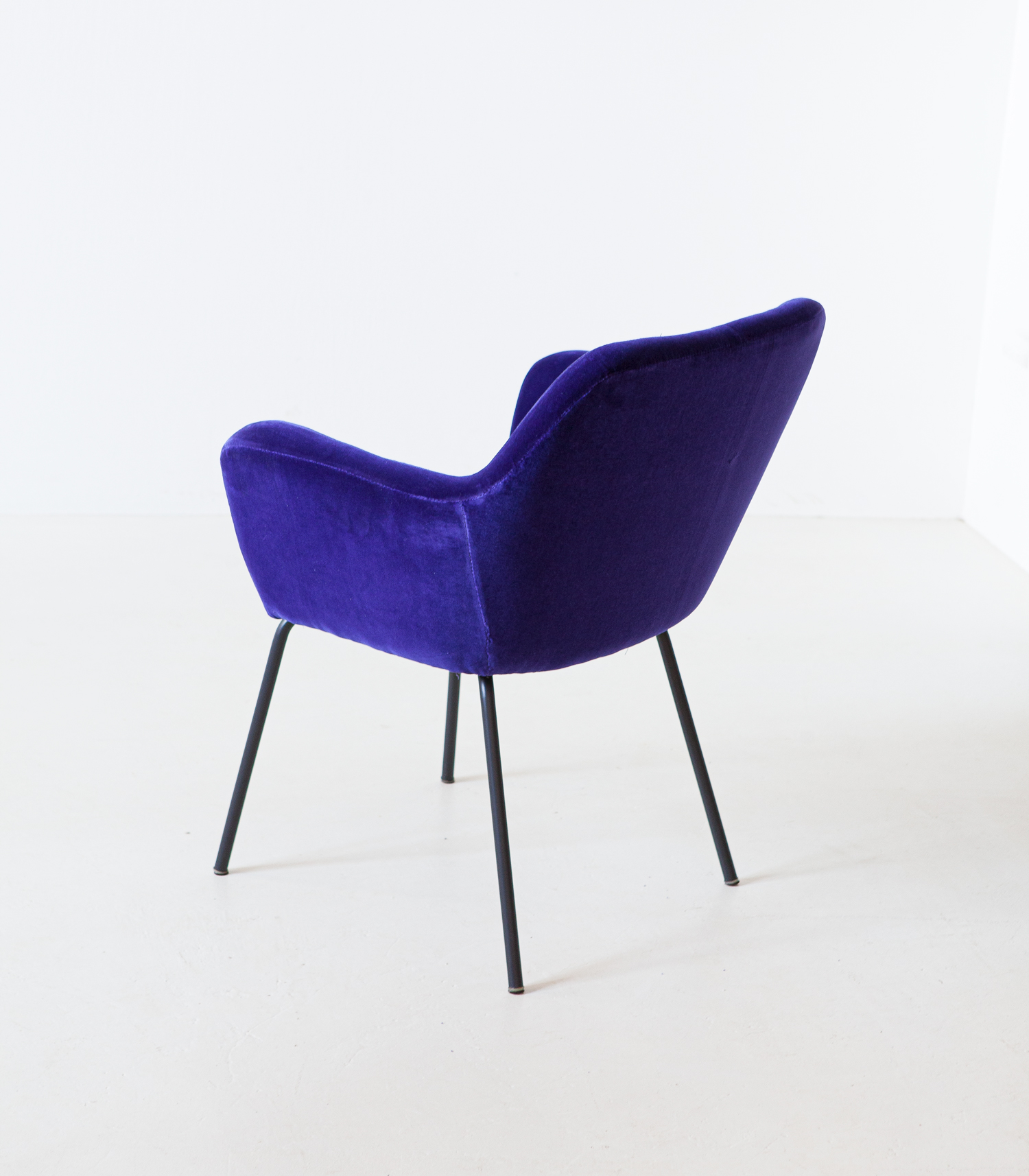 1950s-purle-velvet-armchair-by-studio-pfr-for--arflex-2-se318