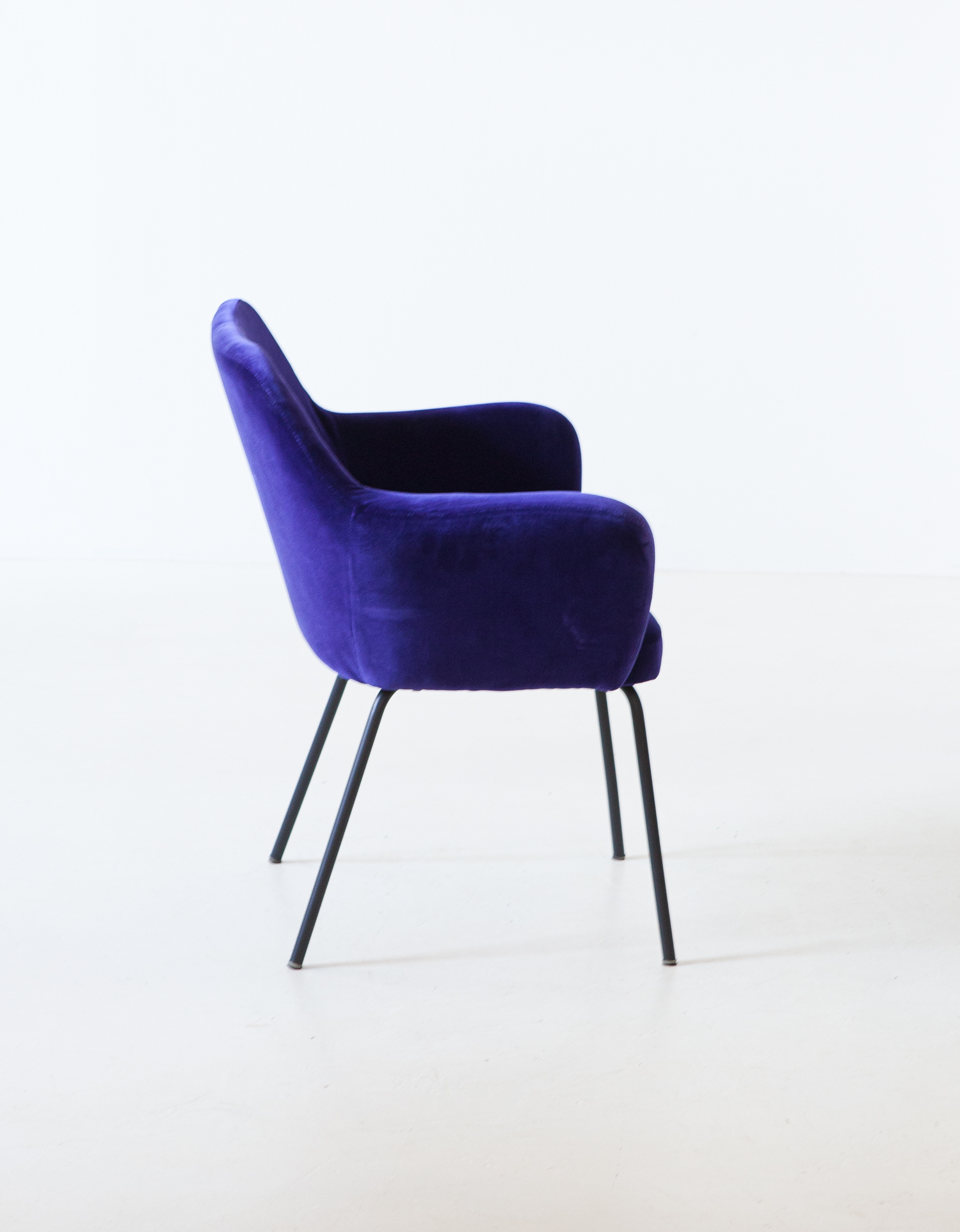1950s-purle-velvet-armchair-by-studio-pfr-for--arflex-8-se318