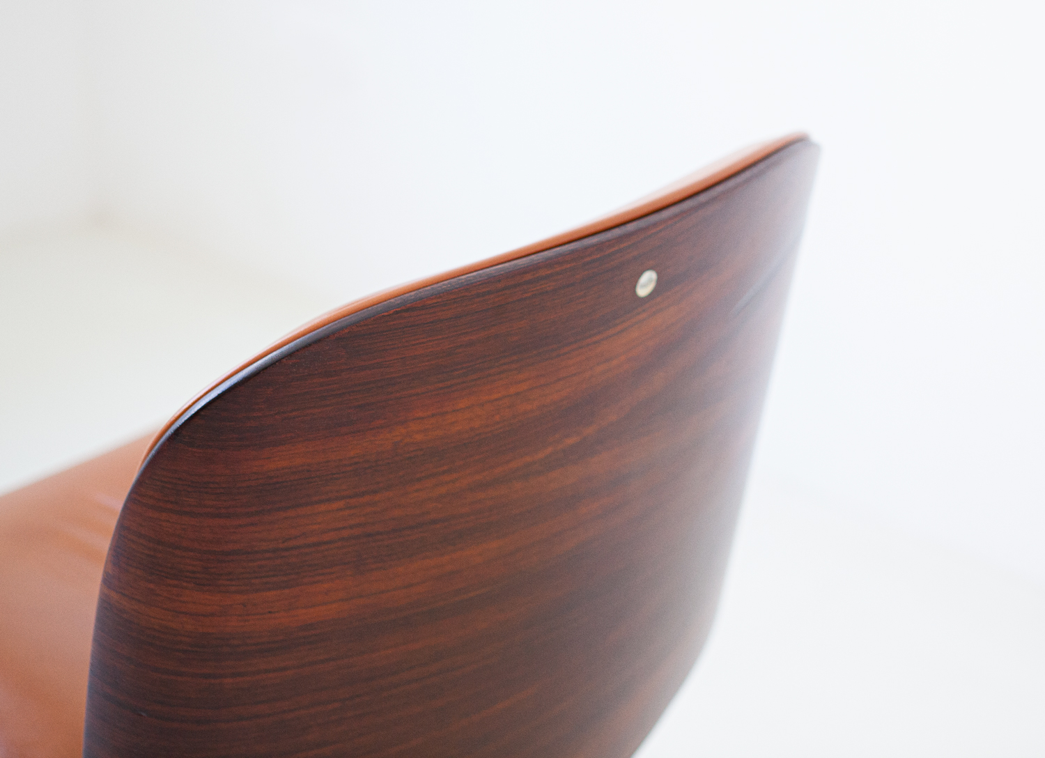 1950s-rosewood-and-cognac-leather-swivel-chair-by-ico-parisi-for-mim-10-se328a