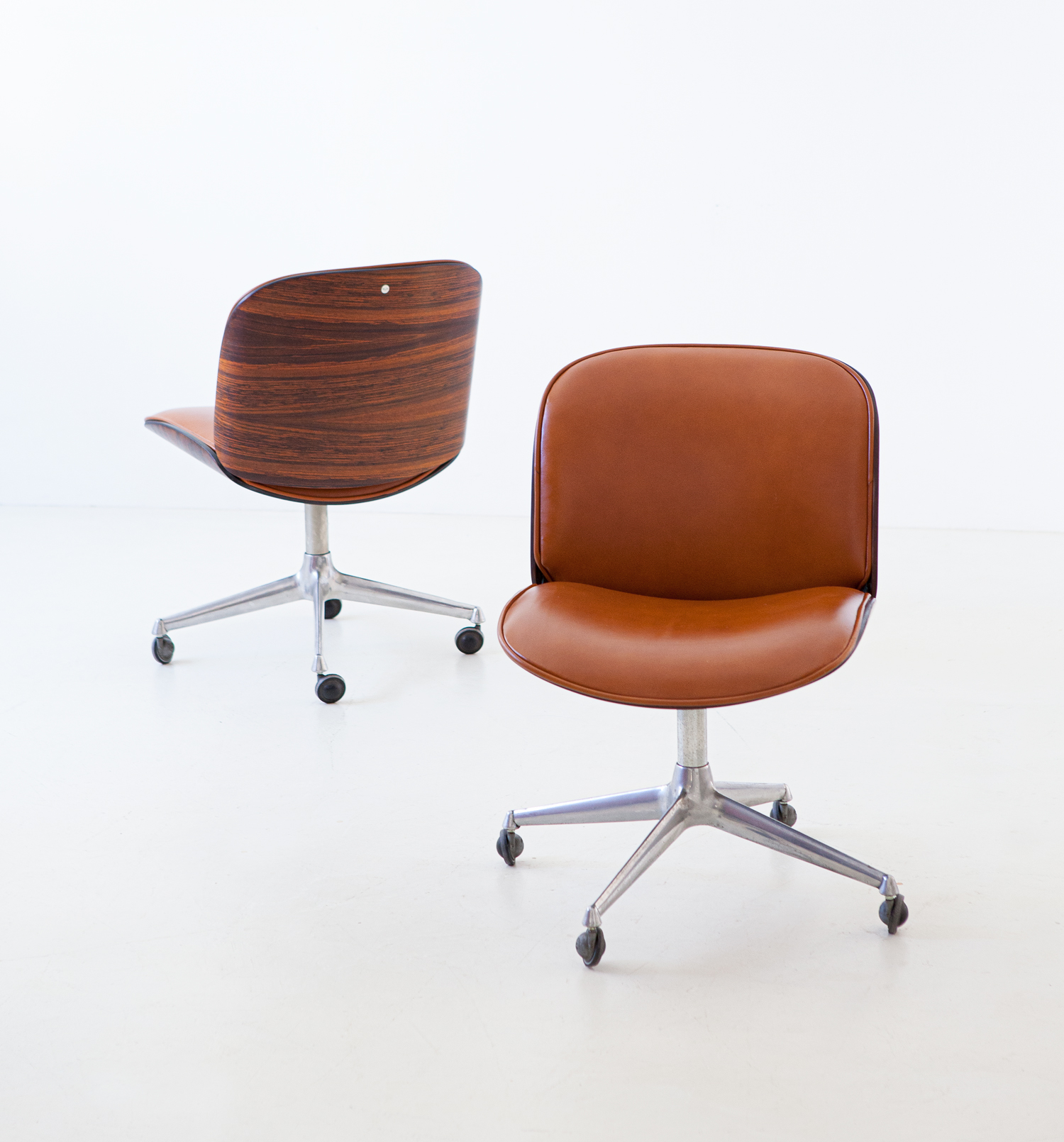 1950s-rosewood-and-cognac-leather-swivel-chair-by-ico-parisi-for-mim-2-se328