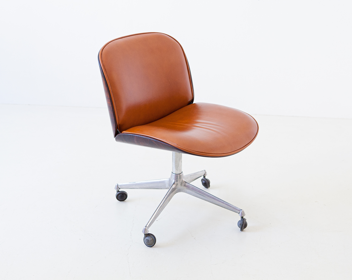1950s-rosewood-and-cognac-leather-swivel-chair-by-ico-parisi-for-mim-2-se328a