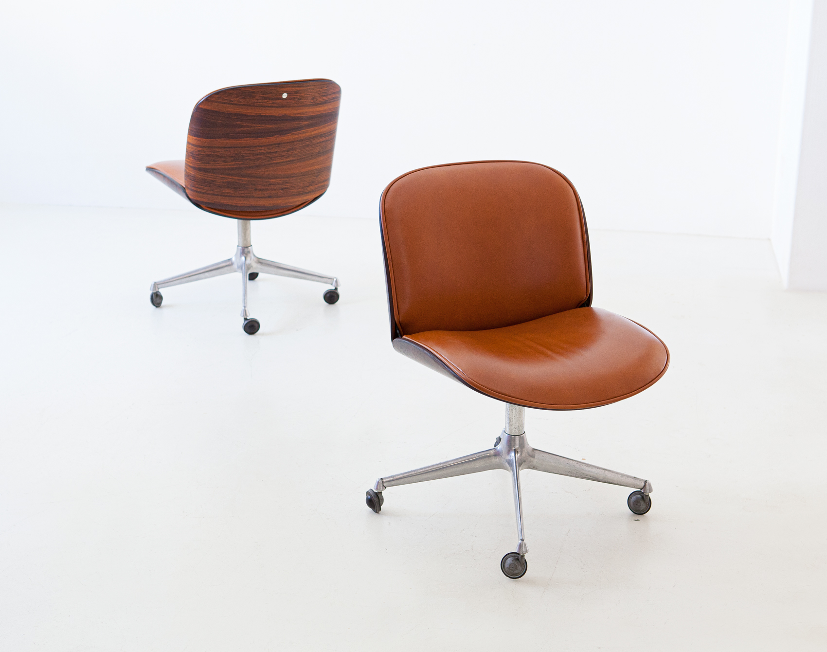 1950s-rosewood-and-cognac-leather-swivel-chair-by-ico-parisi-for-mim-3-se328