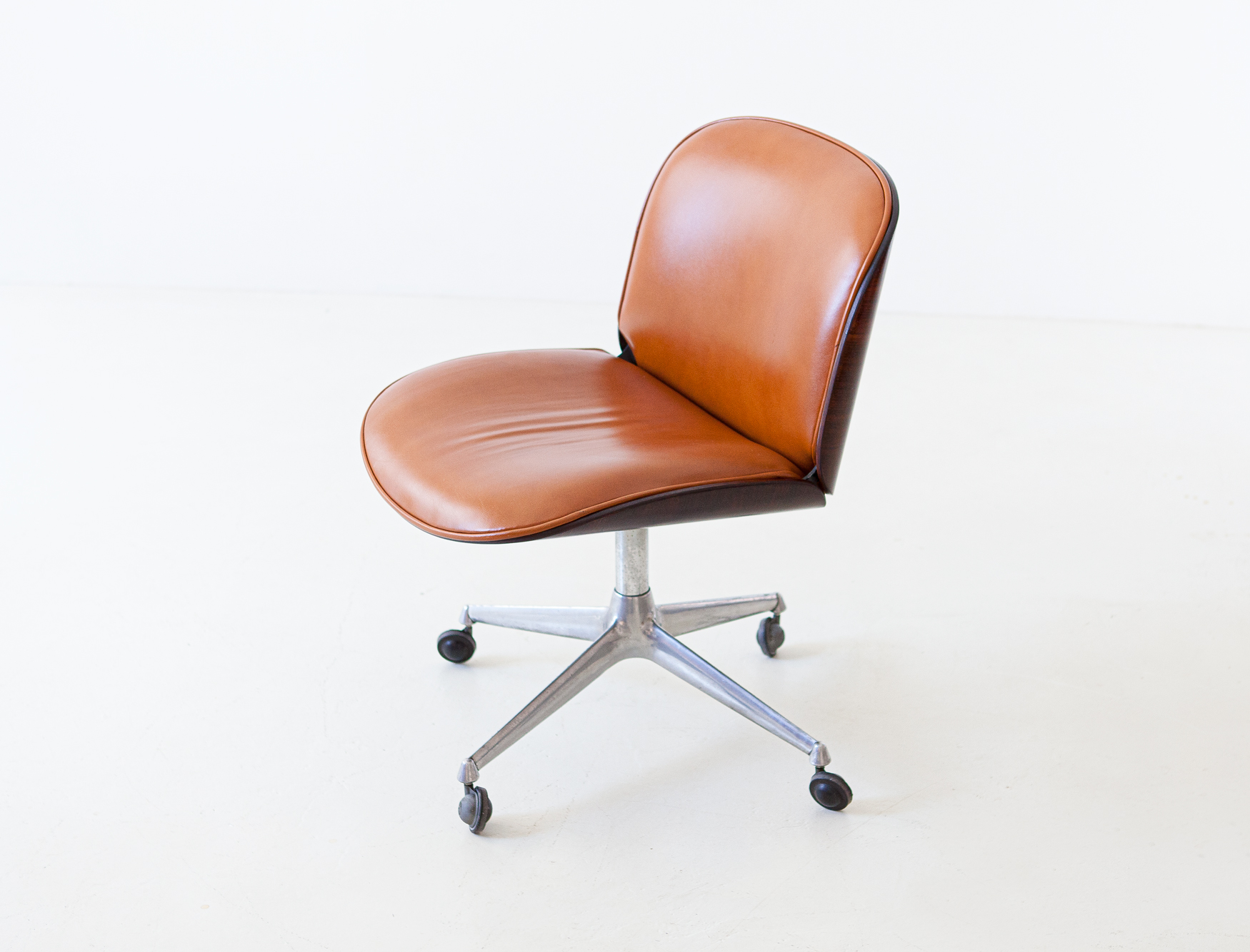 1950s-rosewood-and-cognac-leather-swivel-chair-by-ico-parisi-for-mim-4-se328a