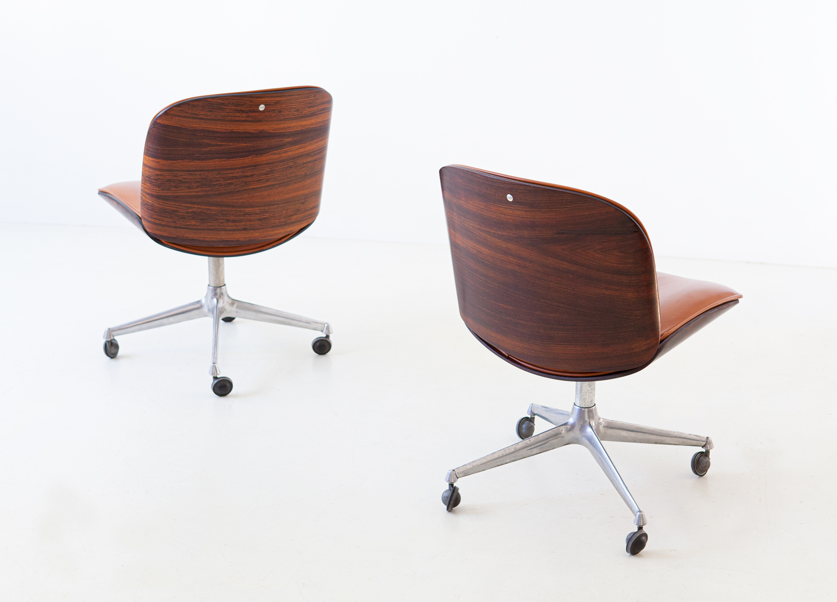1950s-rosewood-and-cognac-leather-swivel-chair-by-ico-parisi-for-mim-5-se328