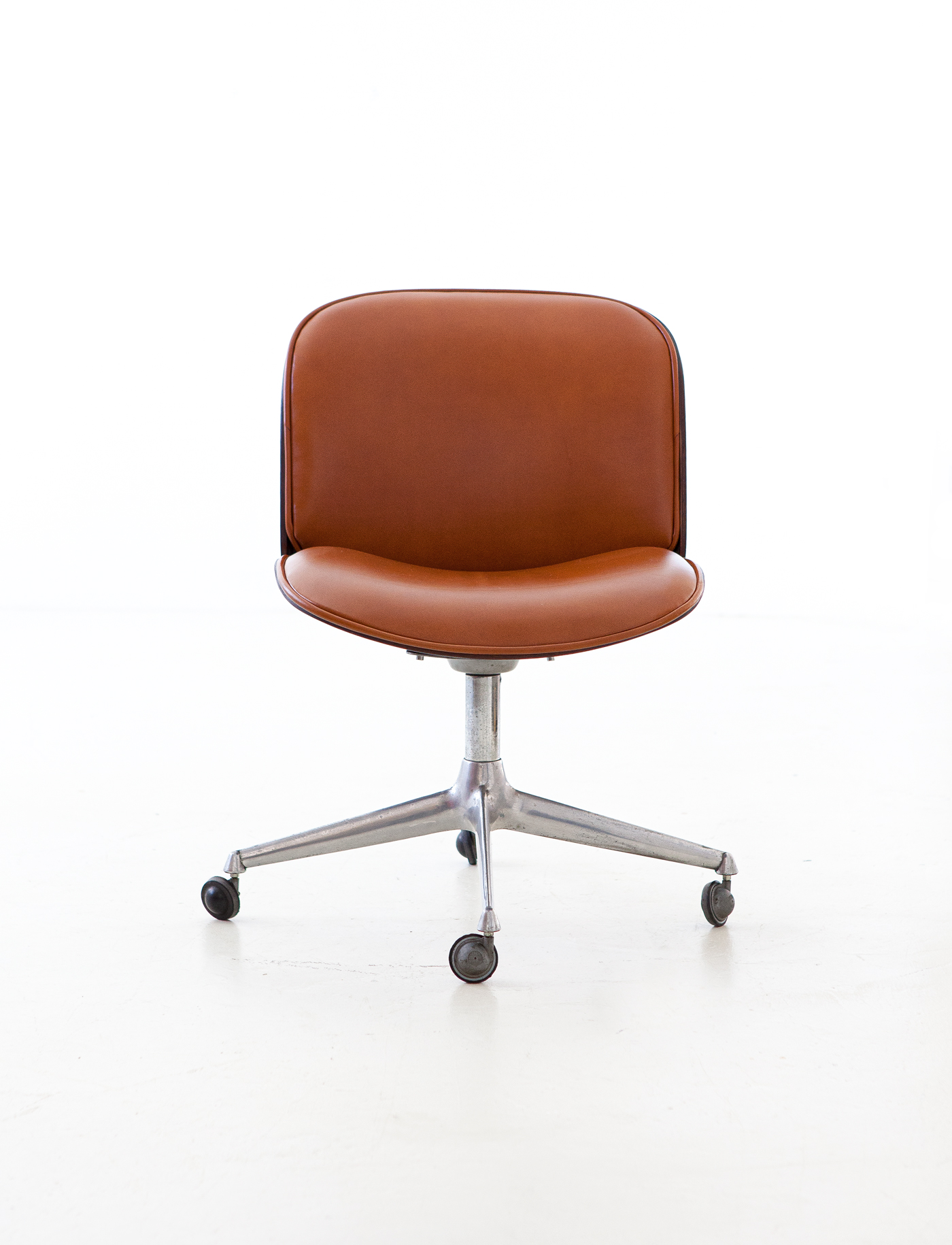 1950s-rosewood-and-cognac-leather-swivel-chair-by-ico-parisi-for-mim-6-se328a