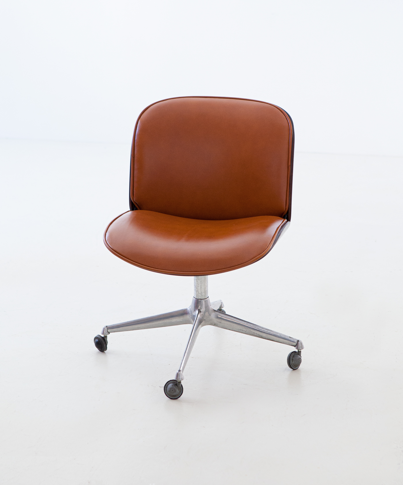1950s-rosewood-and-cognac-leather-swivel-chair-by-ico-parisi-for-mim-7-se328a