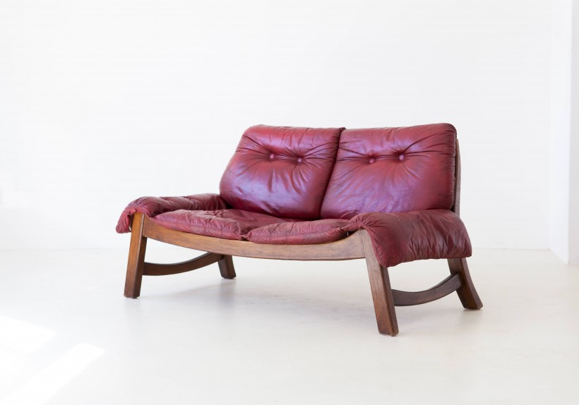 1960s bordeaux leather with wooden frame sofa SE314