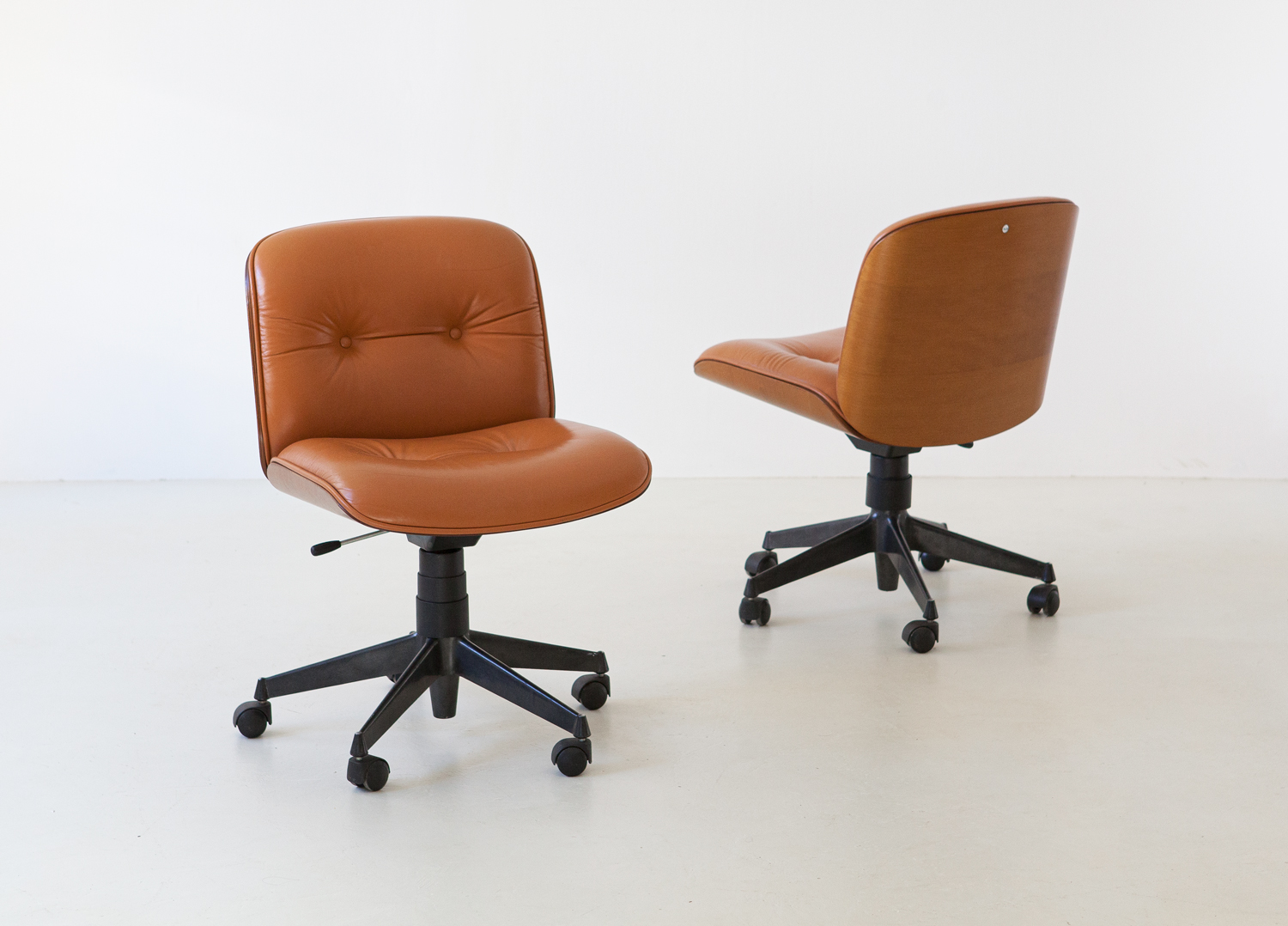 1960s-swivel-desk-chairs-by-ico-parisi-for-mim-2-SE317